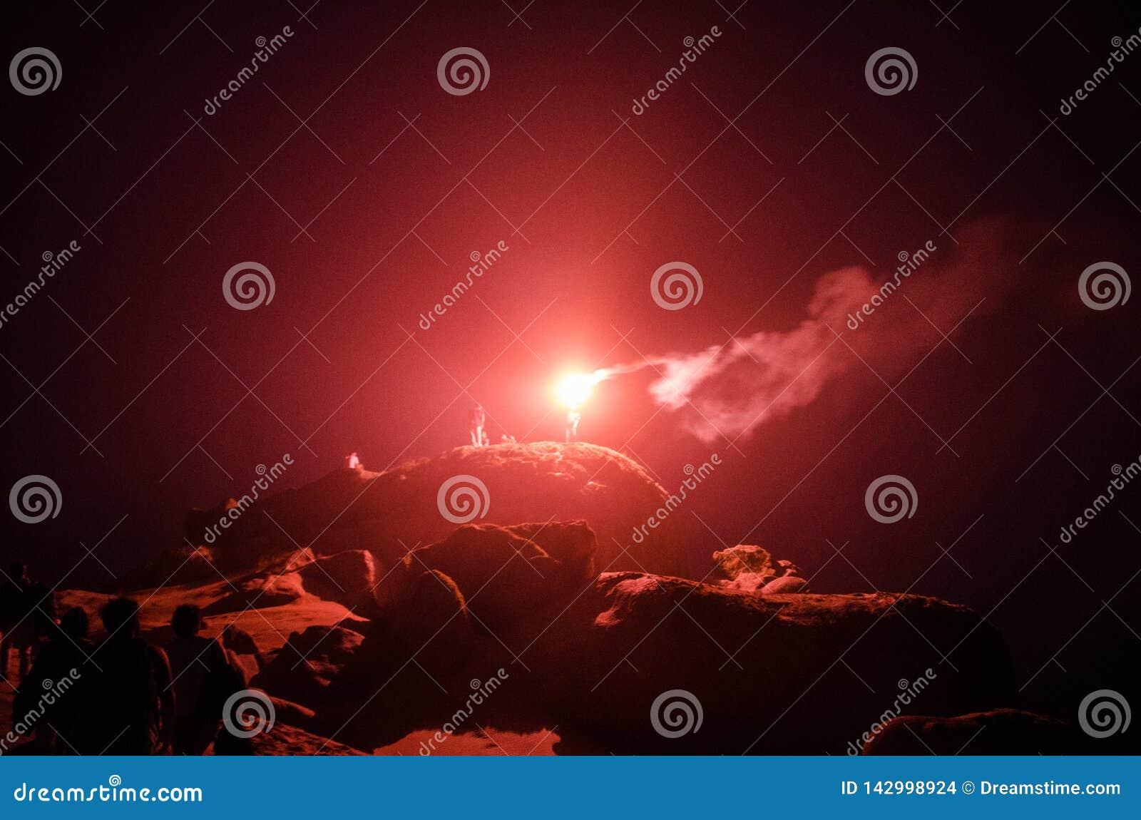 Fogos de artifício no meio de uma noite aventurosa