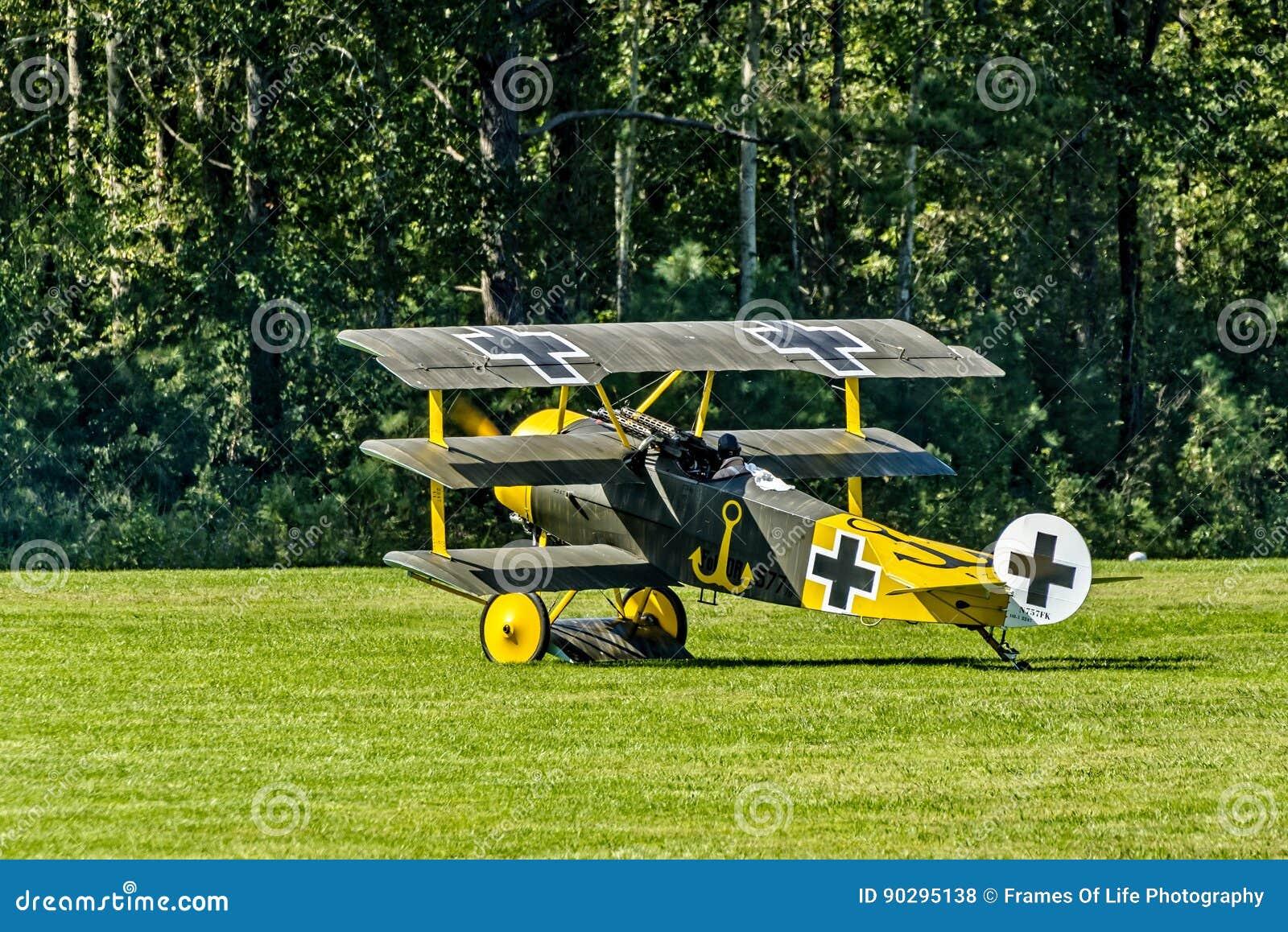Fokker Dr I gravando para el despegue