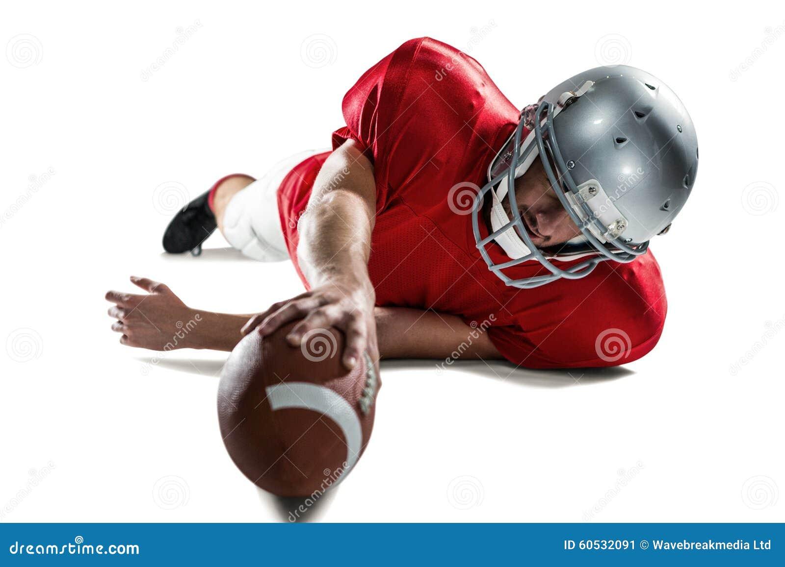 Folâtre le joueur luttant pour attraper la boule