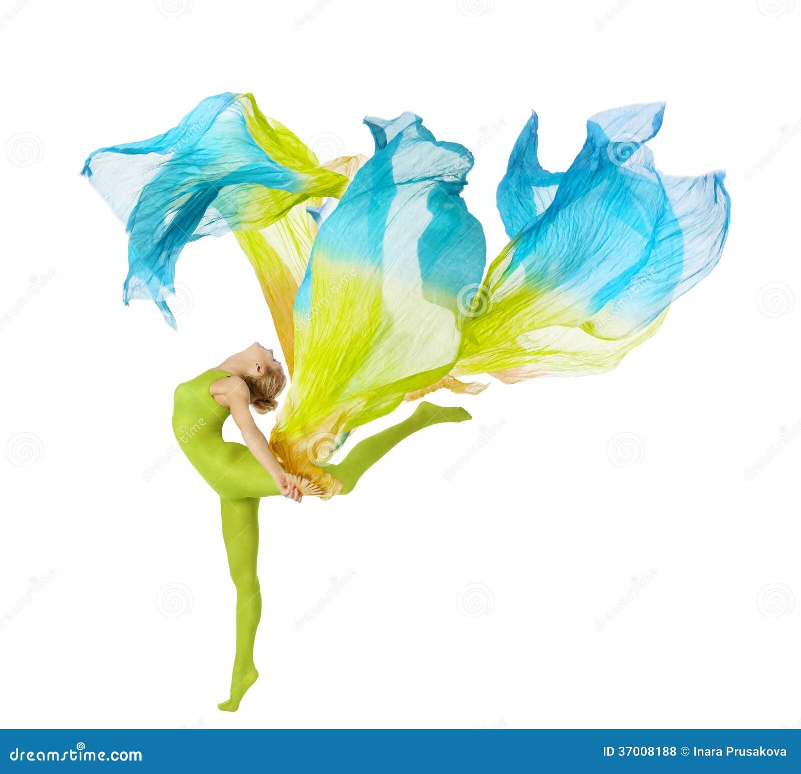 Folâtrez la danse de femme avec le tissu de flottement de vol au-dessus du CCB blanc