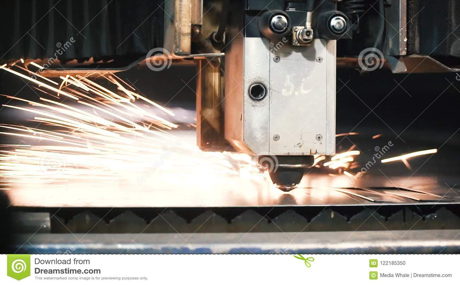 Folha de metal do corte do laser do CNC da elevada precisão grampo As tecnologias modernas reservam receber as peças da elevada p