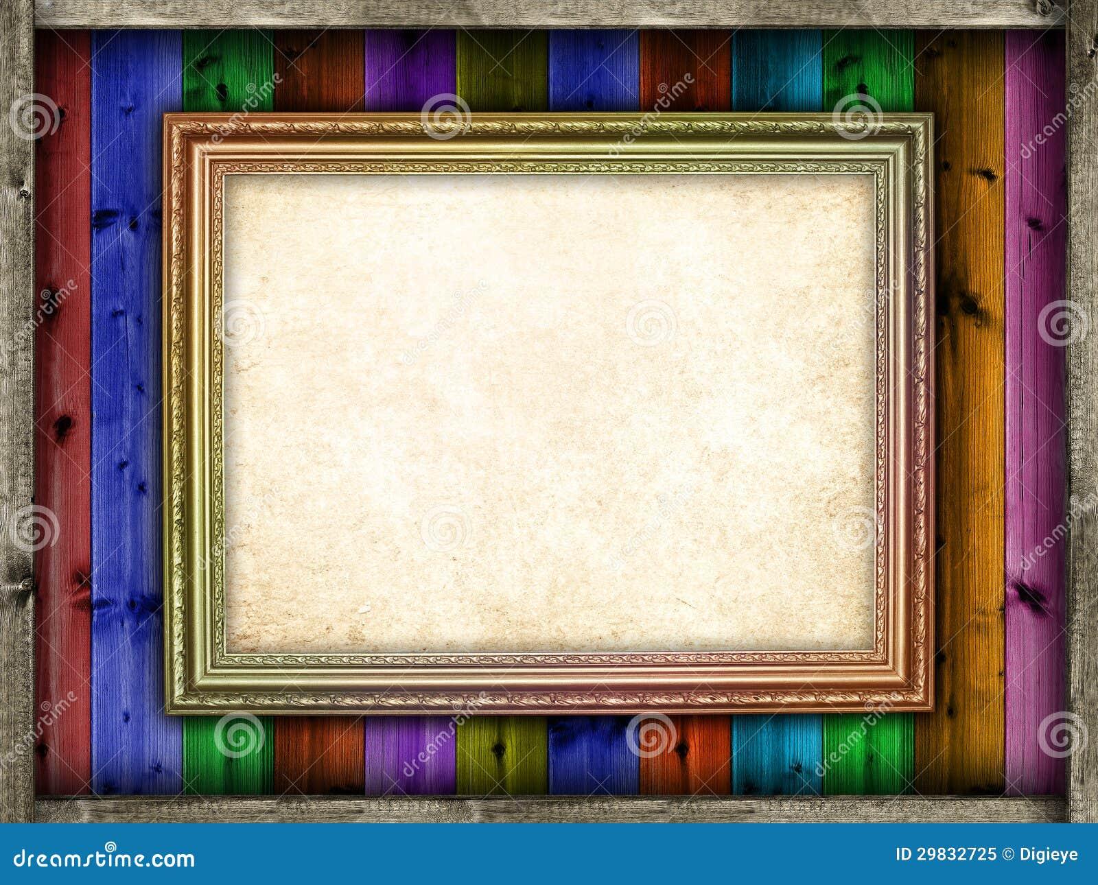 Folha do papel vazio na moldura para retrato