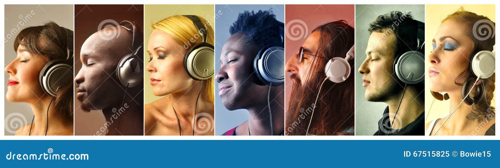 Folk som lyssnar till musik