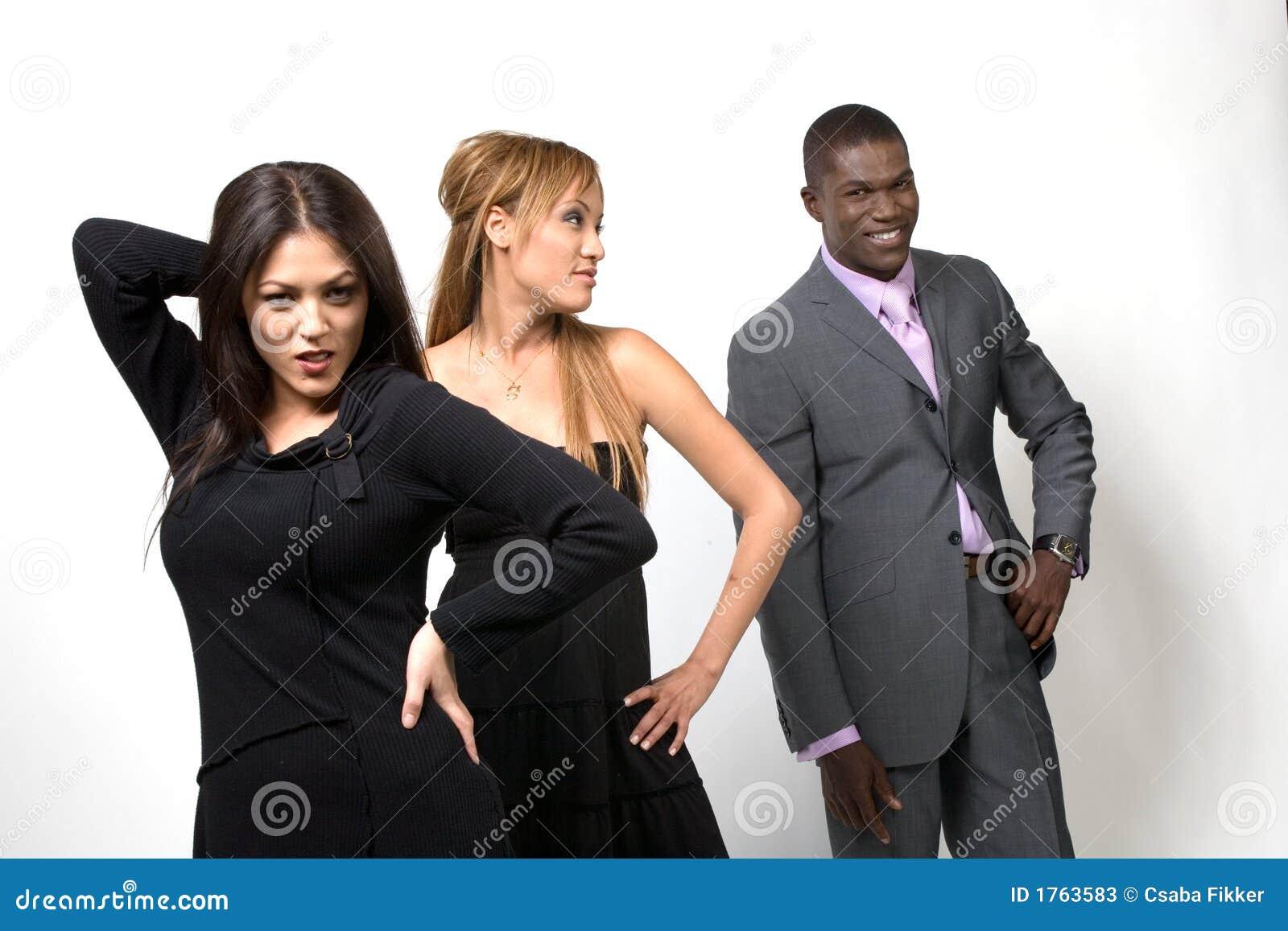 Folk som poserar tre