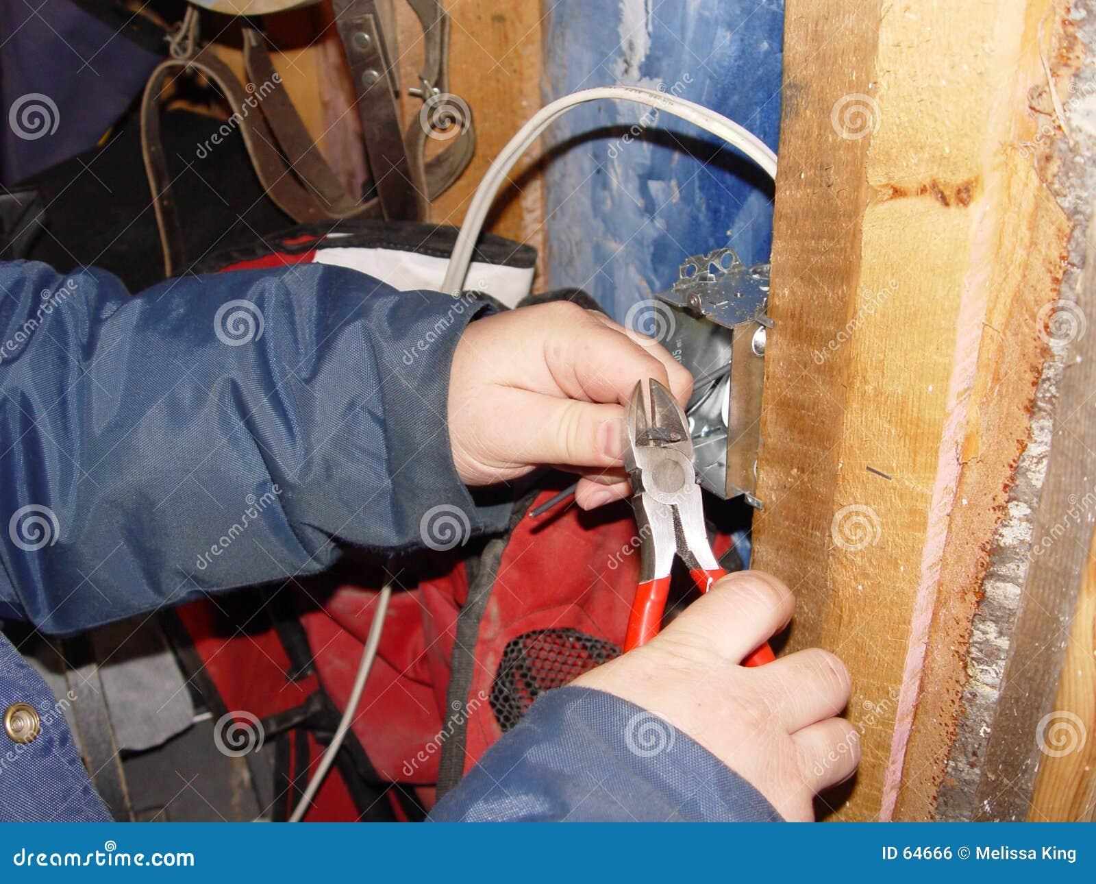 Download Fonctionnement D'électricien Photo stock - Image du mains, exposé: 64666