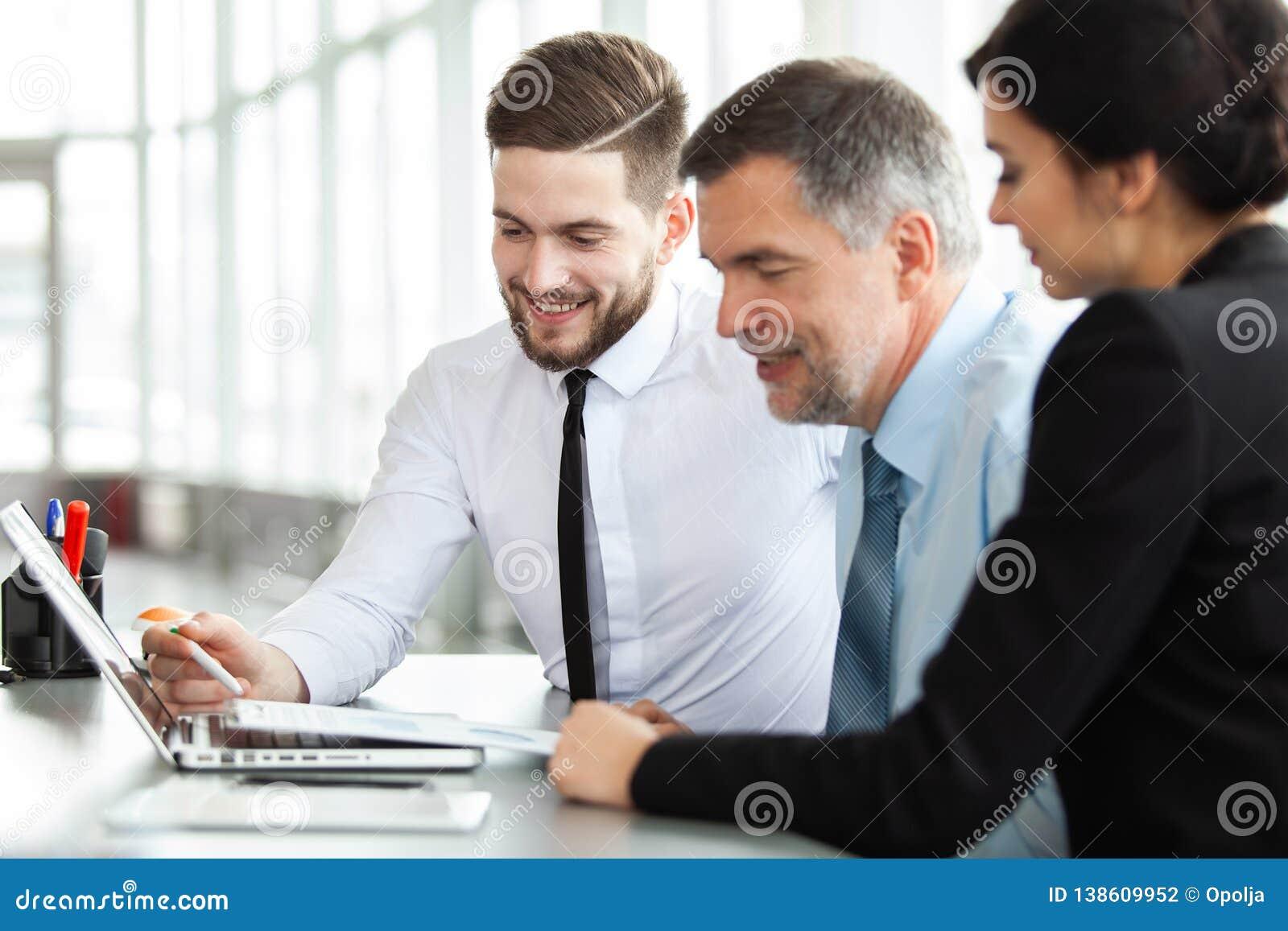 Fonctionner ensemble Affaires Team Discussion Meeting Corporate Concept