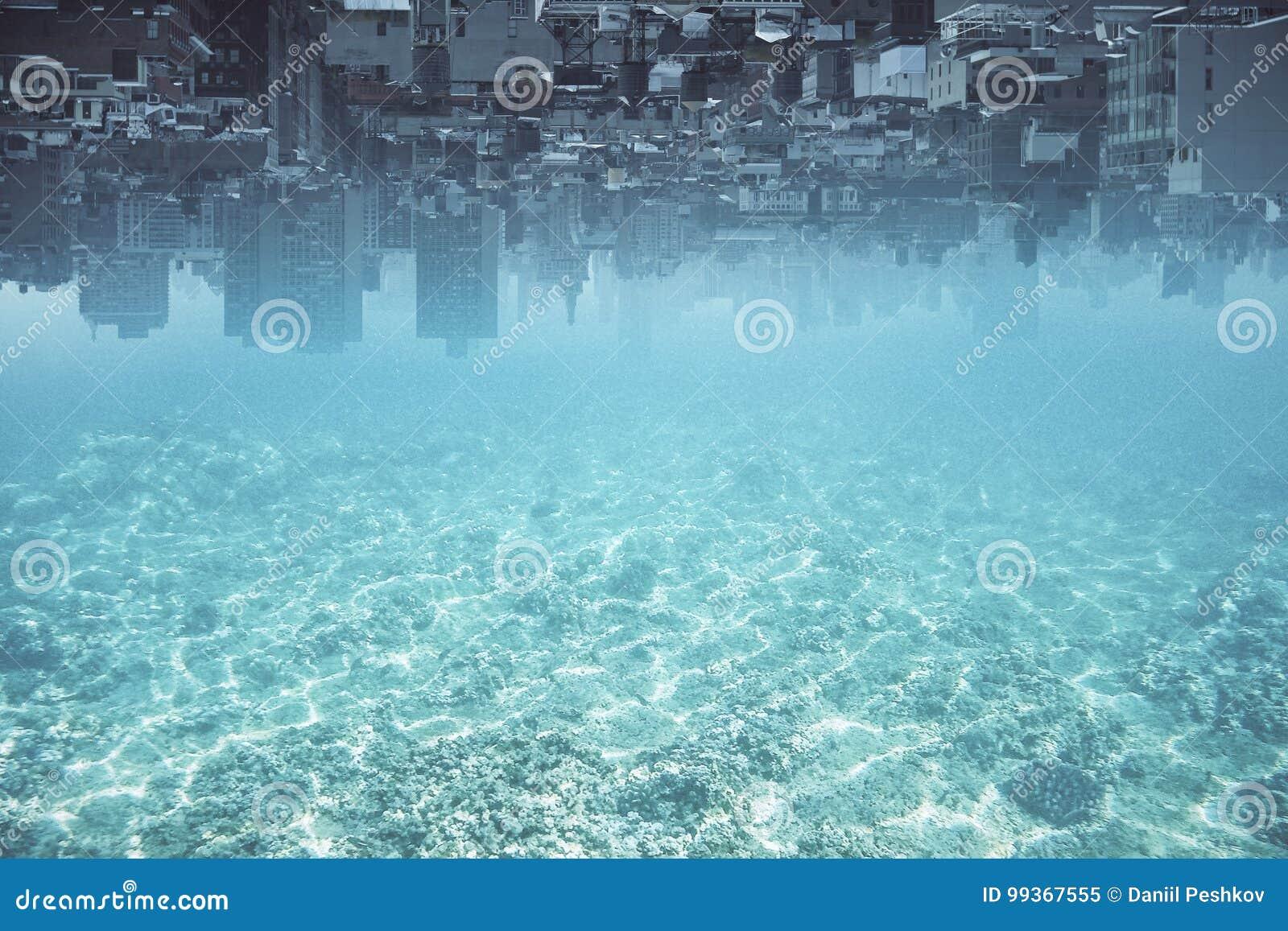 Fond à l envers abstrait de ville de l eau
