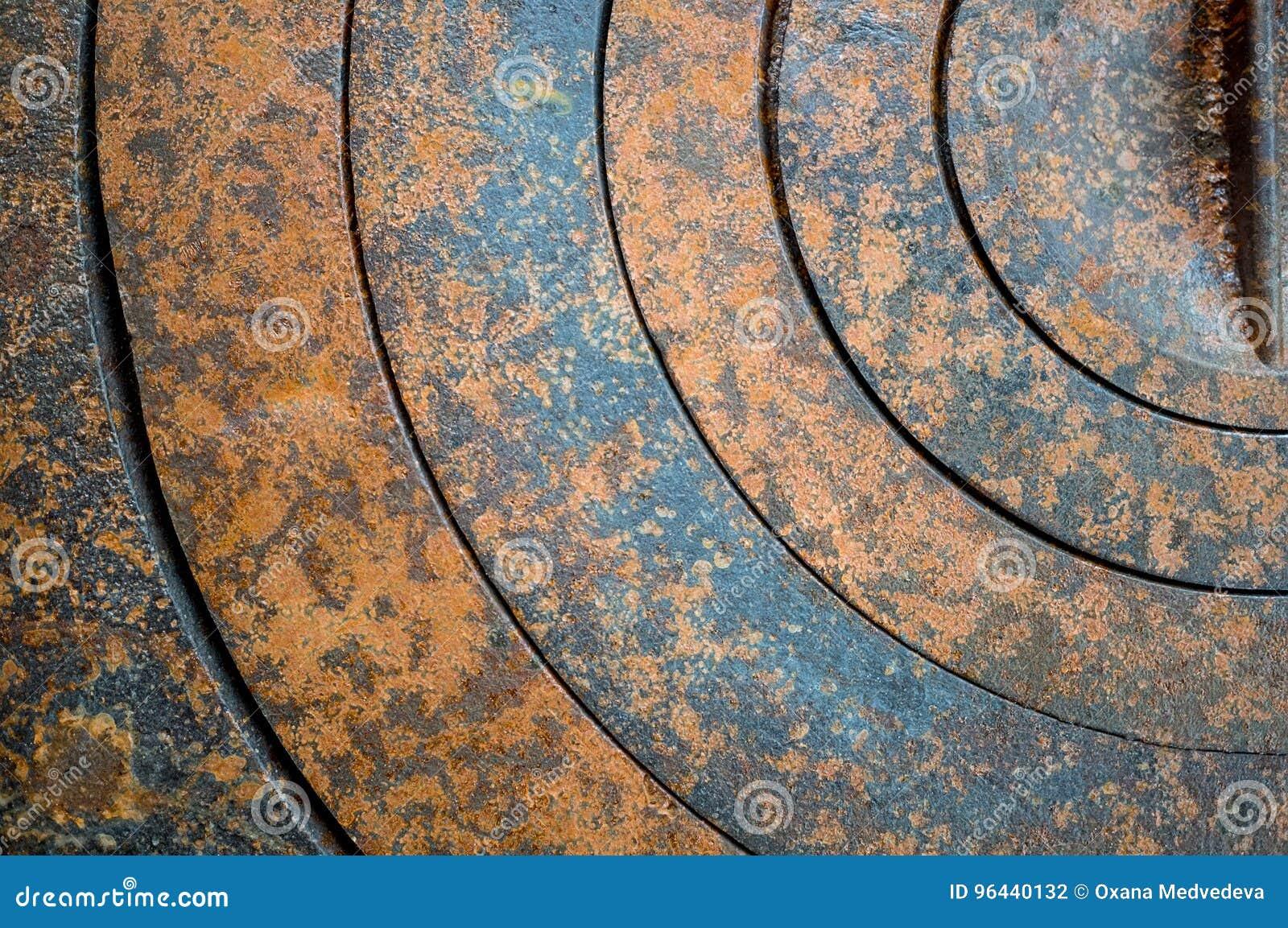 Fond abstrait de métal avec les trous géométriques dans une rouille de cercle et de texture orange-brune avec des taches