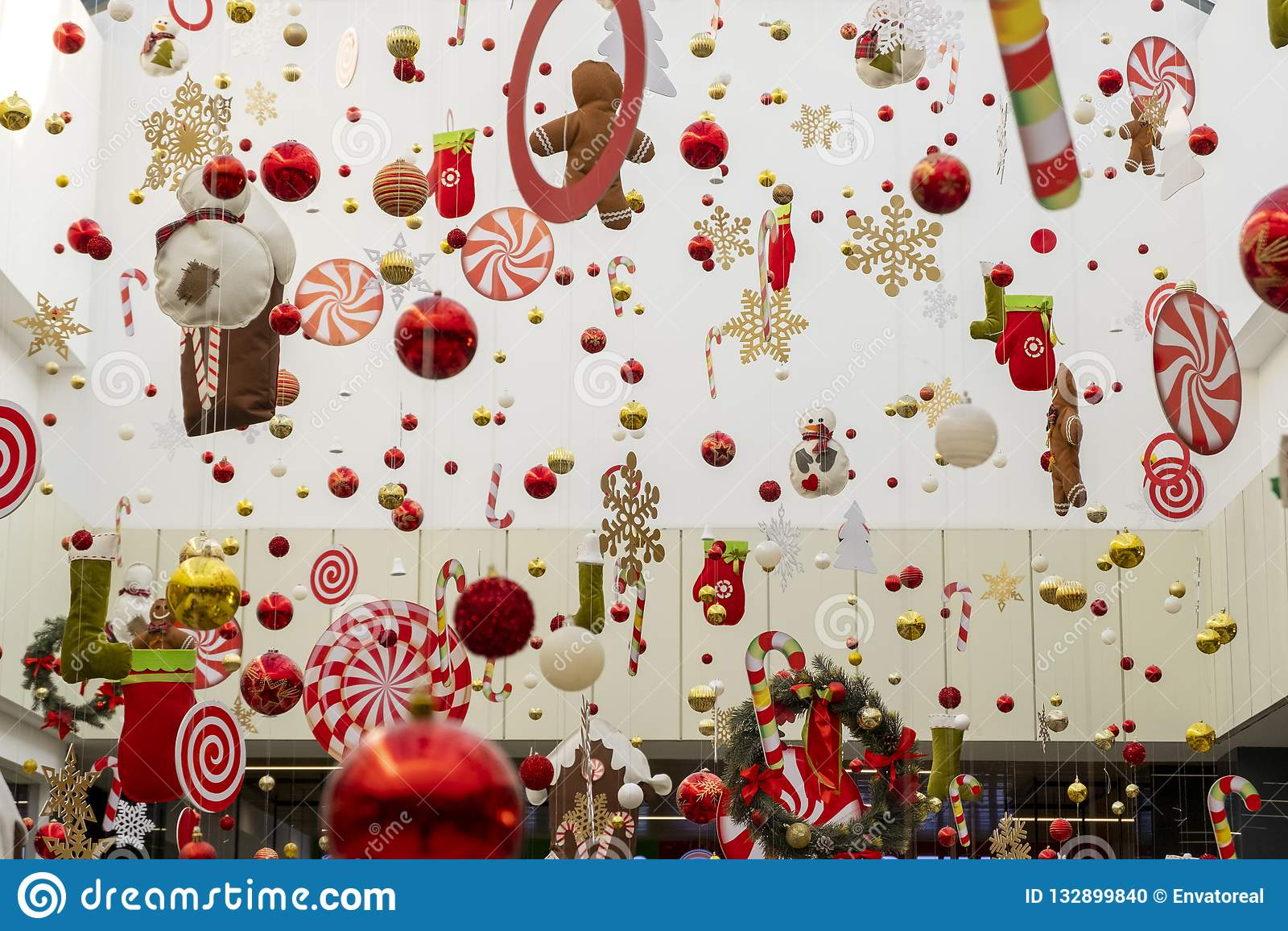 Fond abstrait du décor de nouvelle année dans le mail, l aéroport ou la salle de station L espace de copie pour tout label Décora