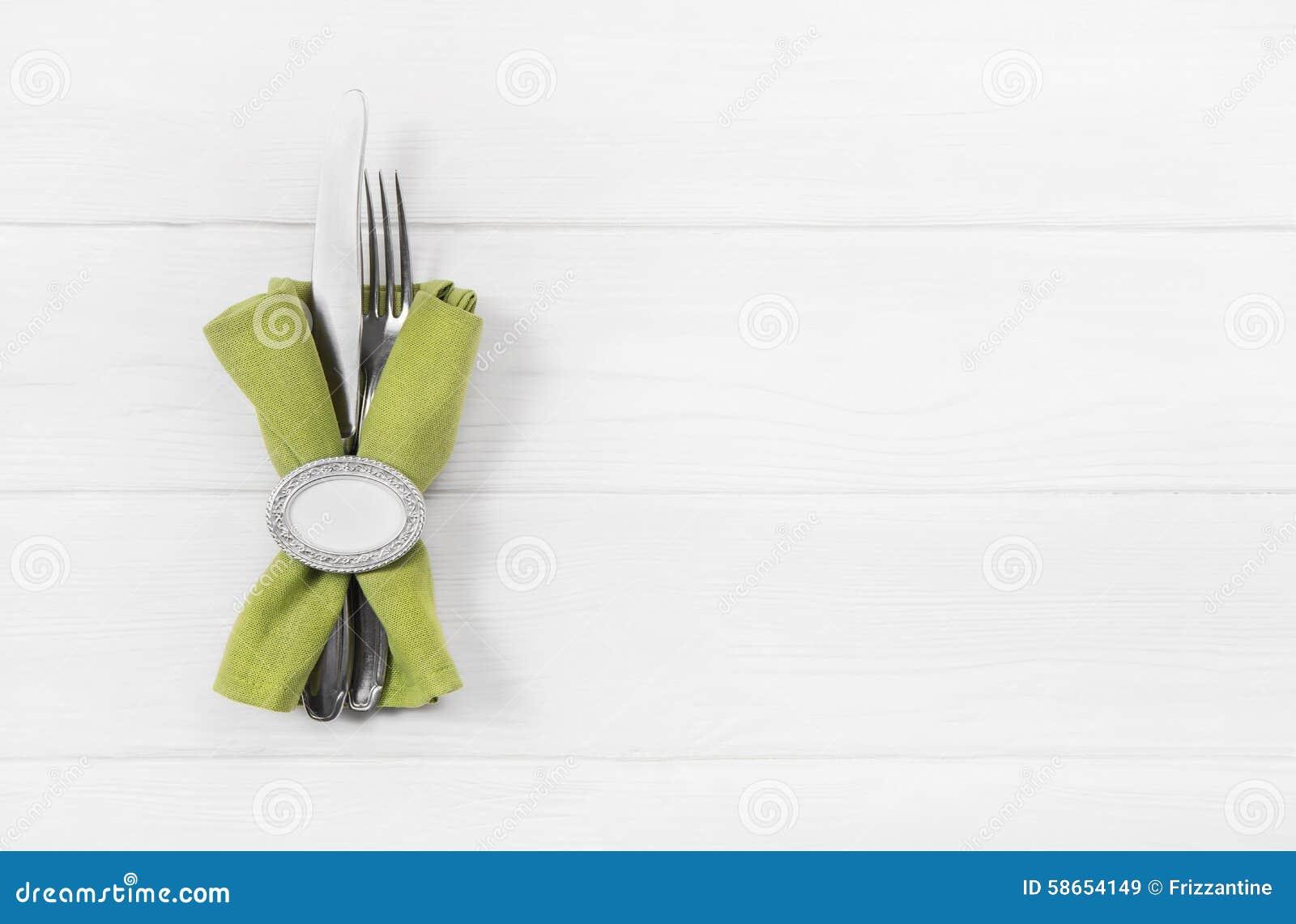 Fond blanc en bois pour une carte de menu avec des - Faire des pompons avec une fourchette ...