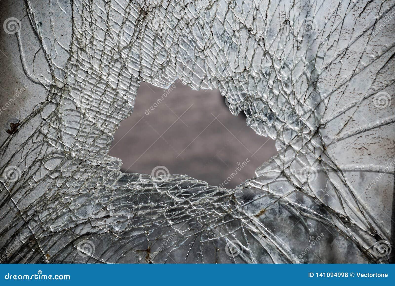 Fond cassé d abrégé sur miroir avec un grand trou au milieu