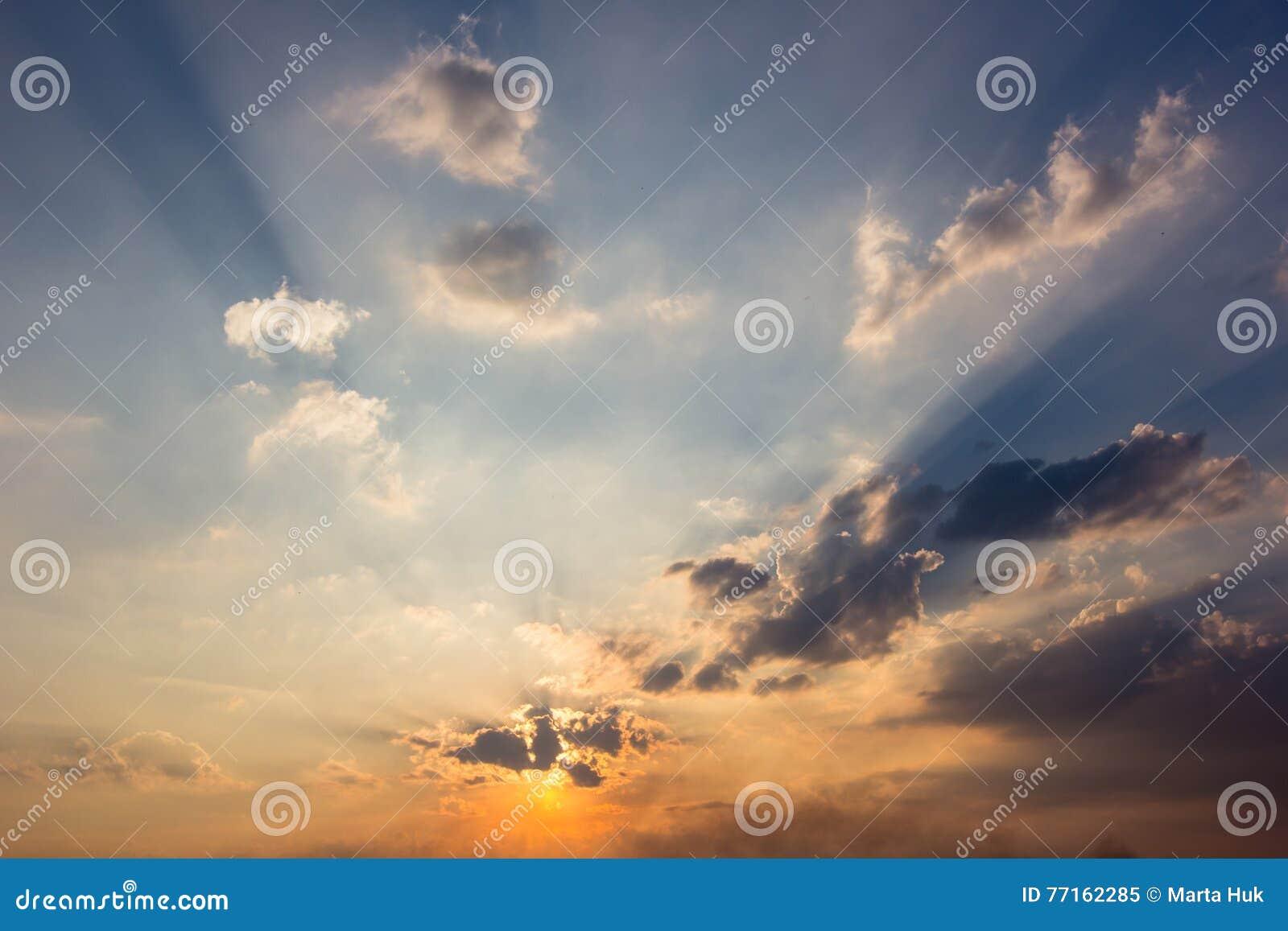 Fond coloré lumineux de coucher du soleil