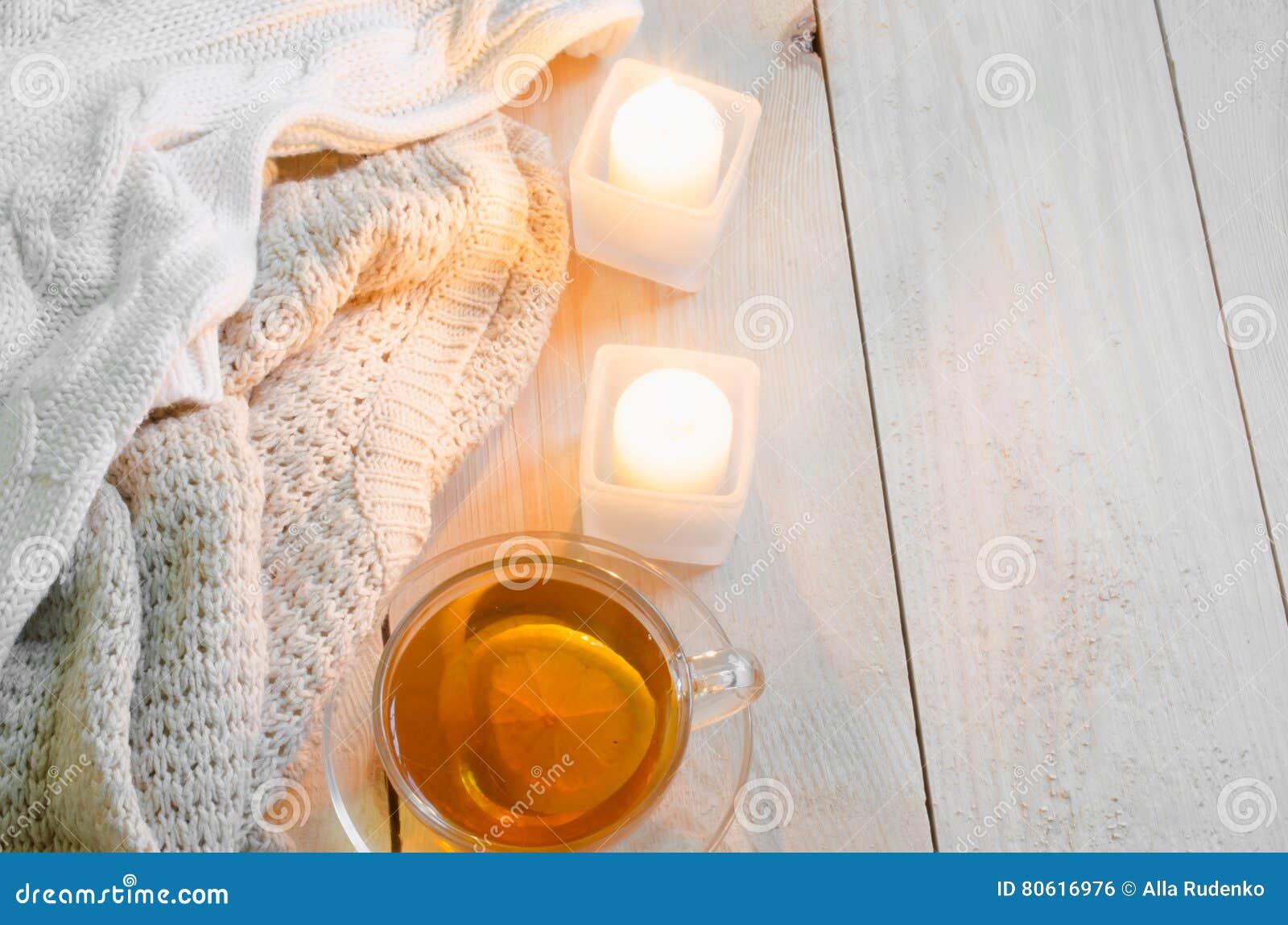 Fond confortable et mou d hiver Chandails ou couvertures chauds, bougies, tasse de thé