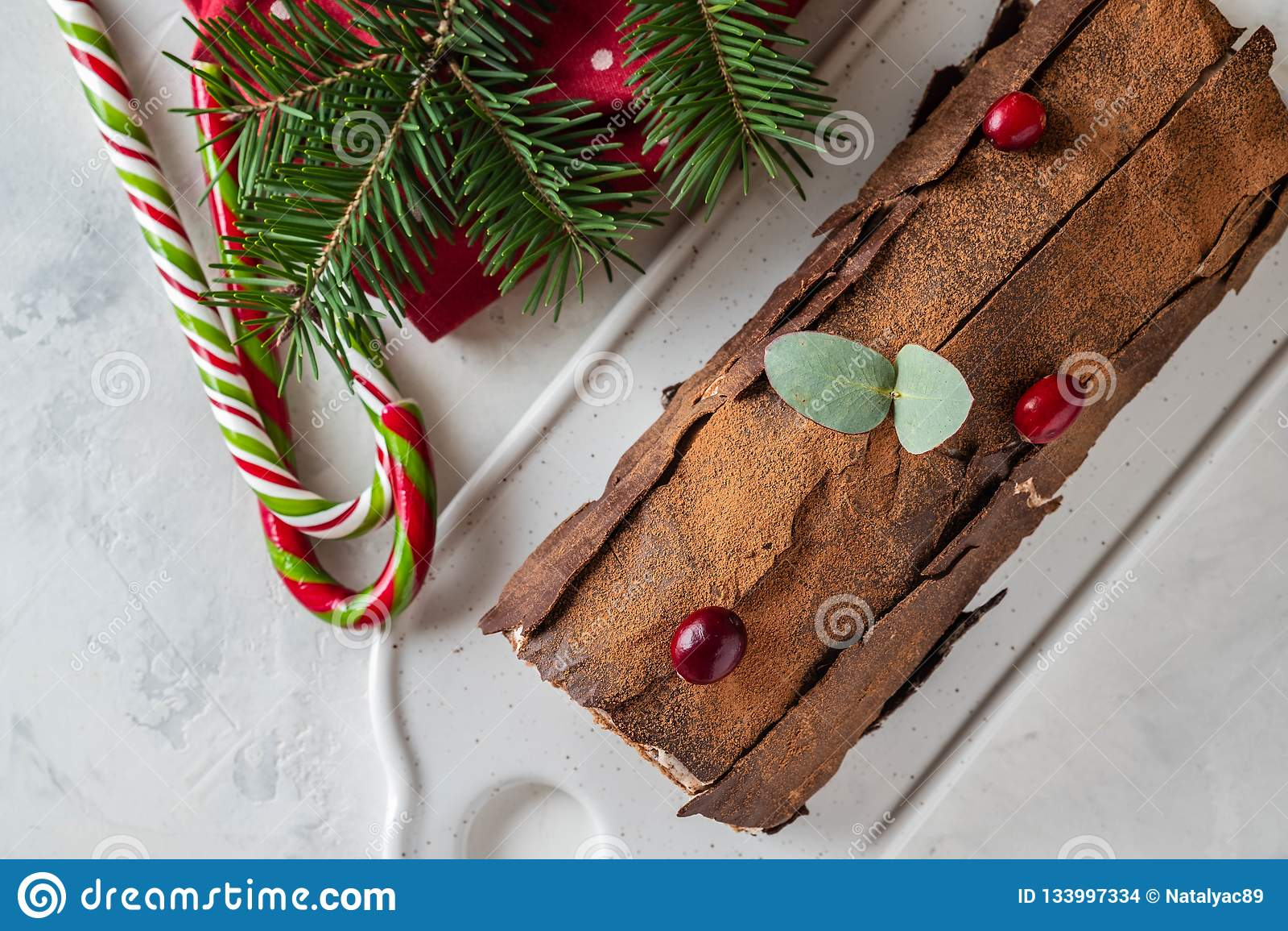 Fond de Bush De Noel Christmas Log Cake et de nouvelle année Copiez l espace