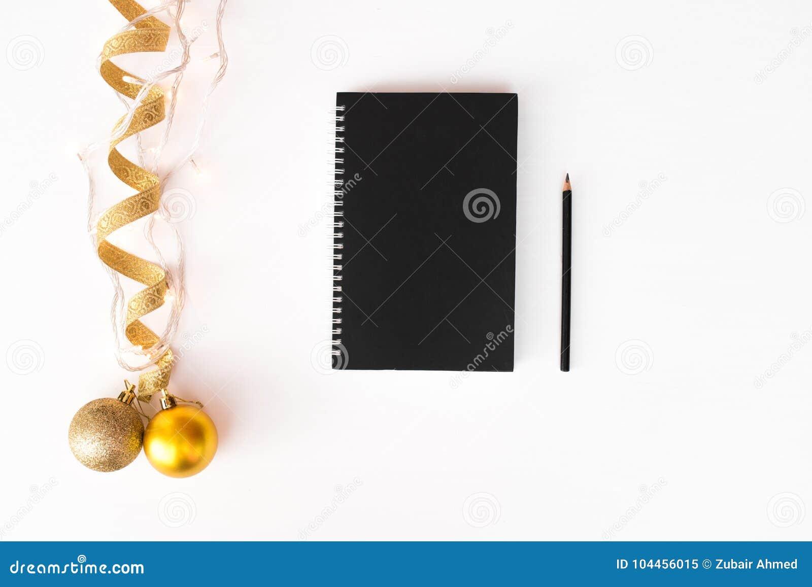 Fond de composition en Noël d insecte de carte postale de journal intime papier peint, ruban, lumières et boules de décoration, s