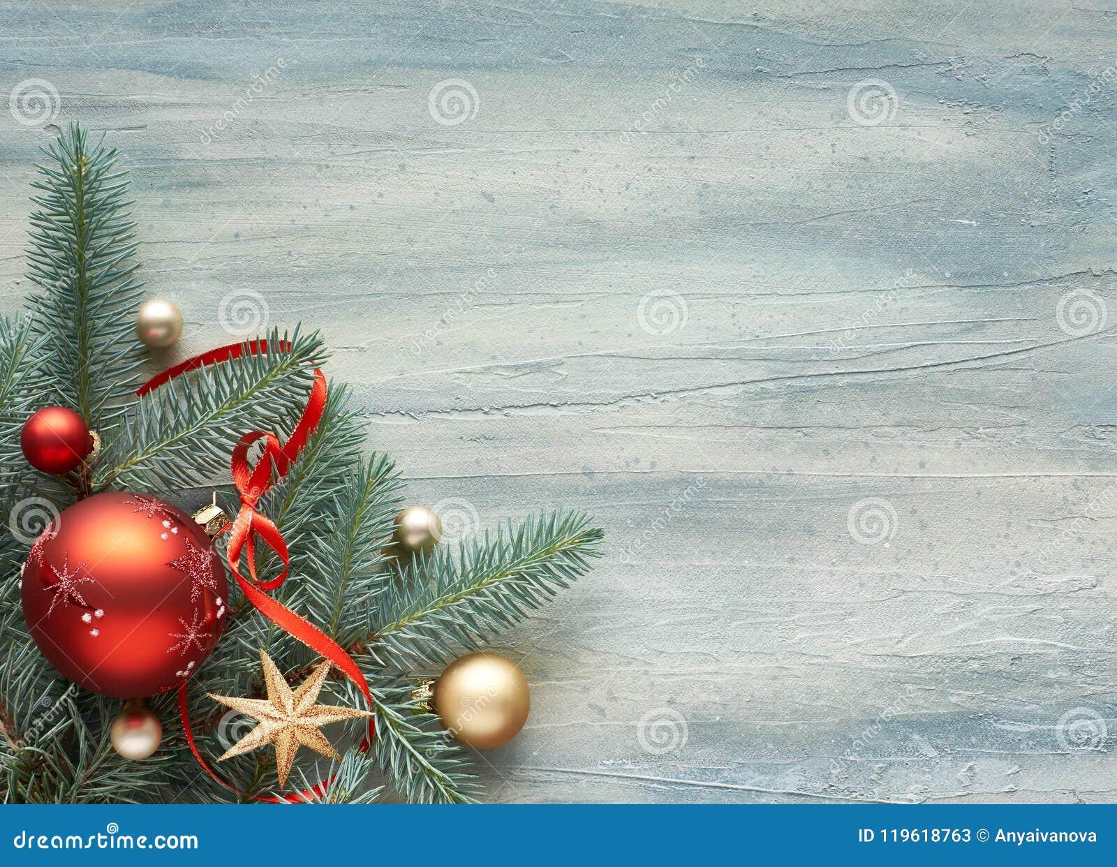 Fond de Noël : coin décoré des brindilles et du Christ de sapin