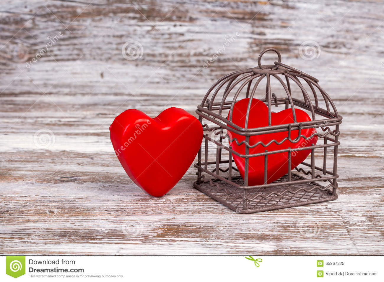 fond de saint valentin avec un coeur dans la cage image stock image du copie jour 65967325. Black Bedroom Furniture Sets. Home Design Ideas