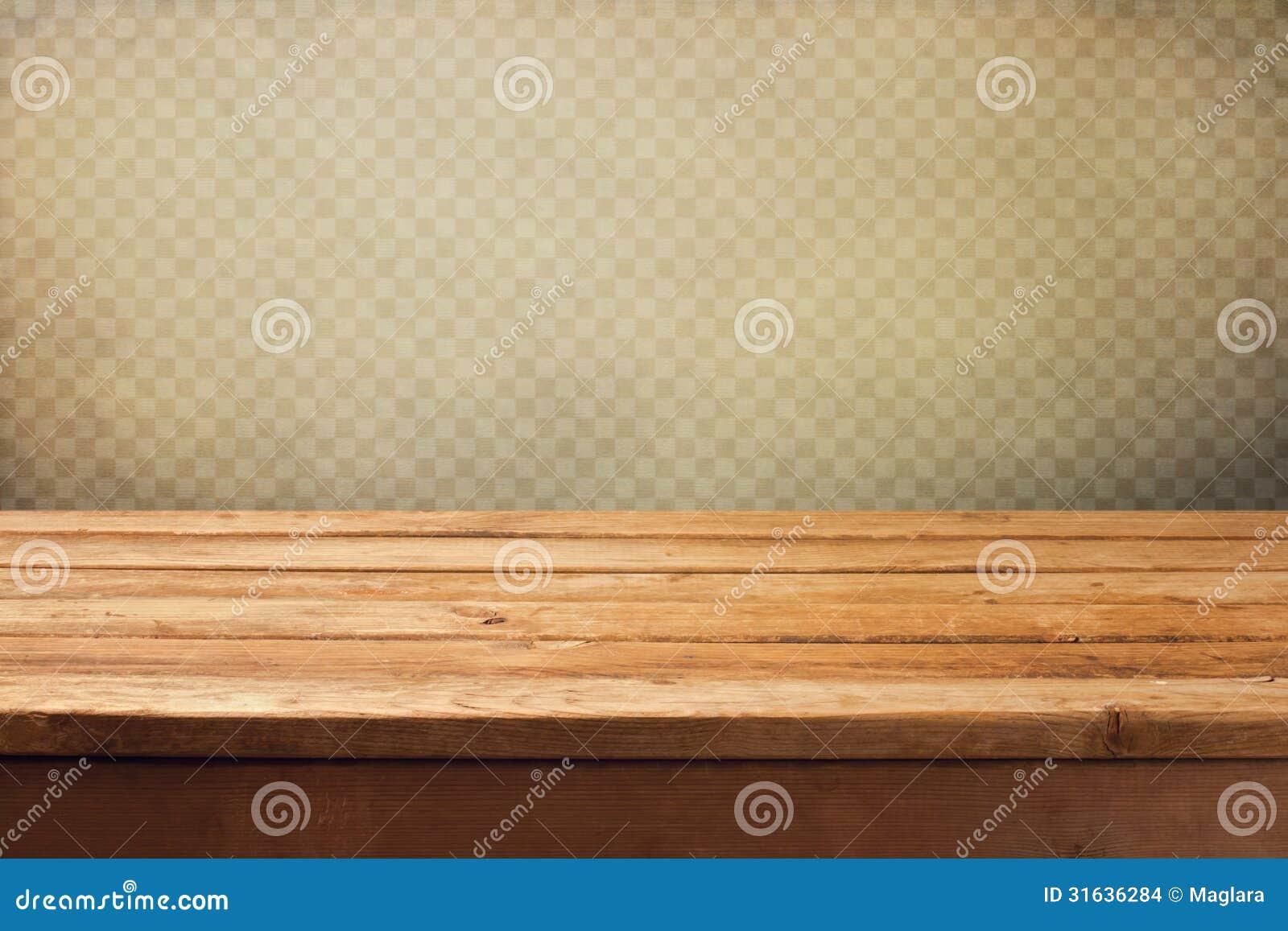 Fond de vintage avec la table en bois de plate-forme au-dessus du papier peint grunge avec des places
