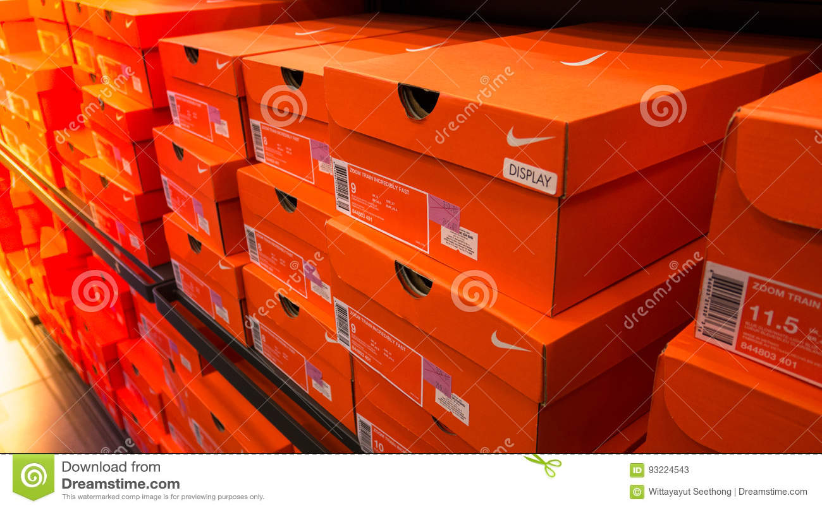 fond des bo tes de chaussures empil es de nike photo stock. Black Bedroom Furniture Sets. Home Design Ideas