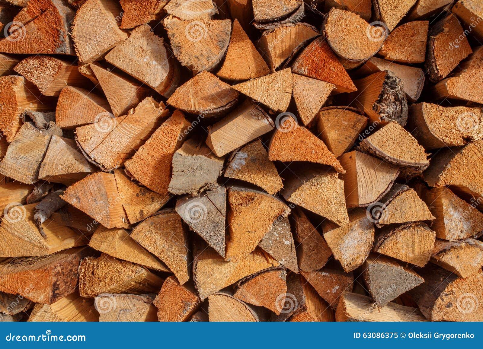 Download Fond Des Rondins Coupés Secs De Bois De Chauffage Empilés Sur L'un L'autre Dans Une Pile Image stock - Image du vieux, normal: 63086375