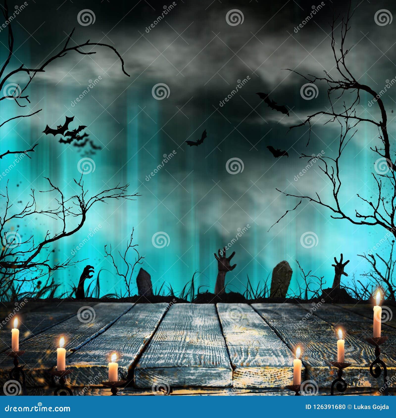 Fond fantasmagorique de Halloween avec de vieilles silhouettes d arbres