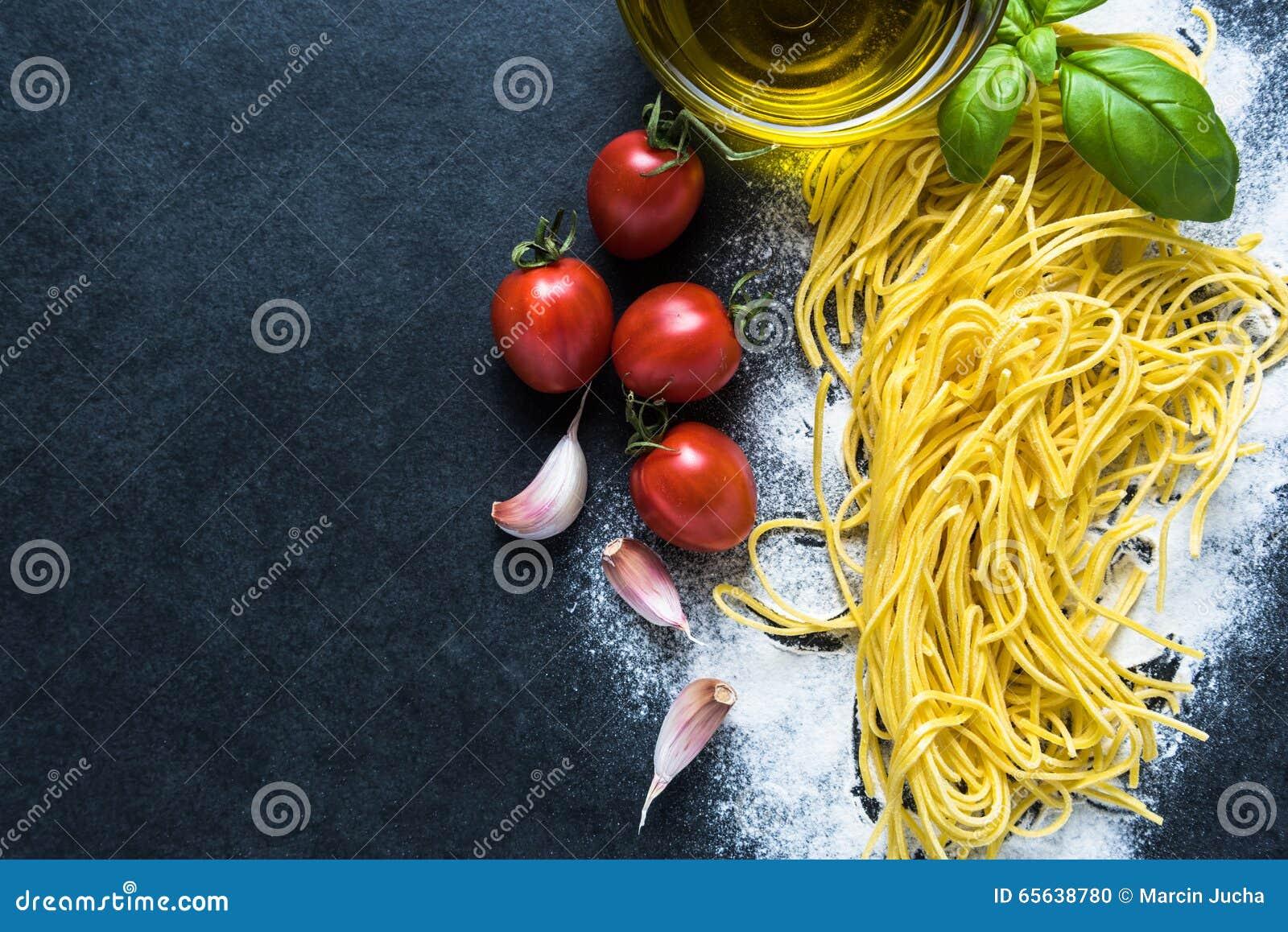 Fond italien de frontière de recette de spaghetti