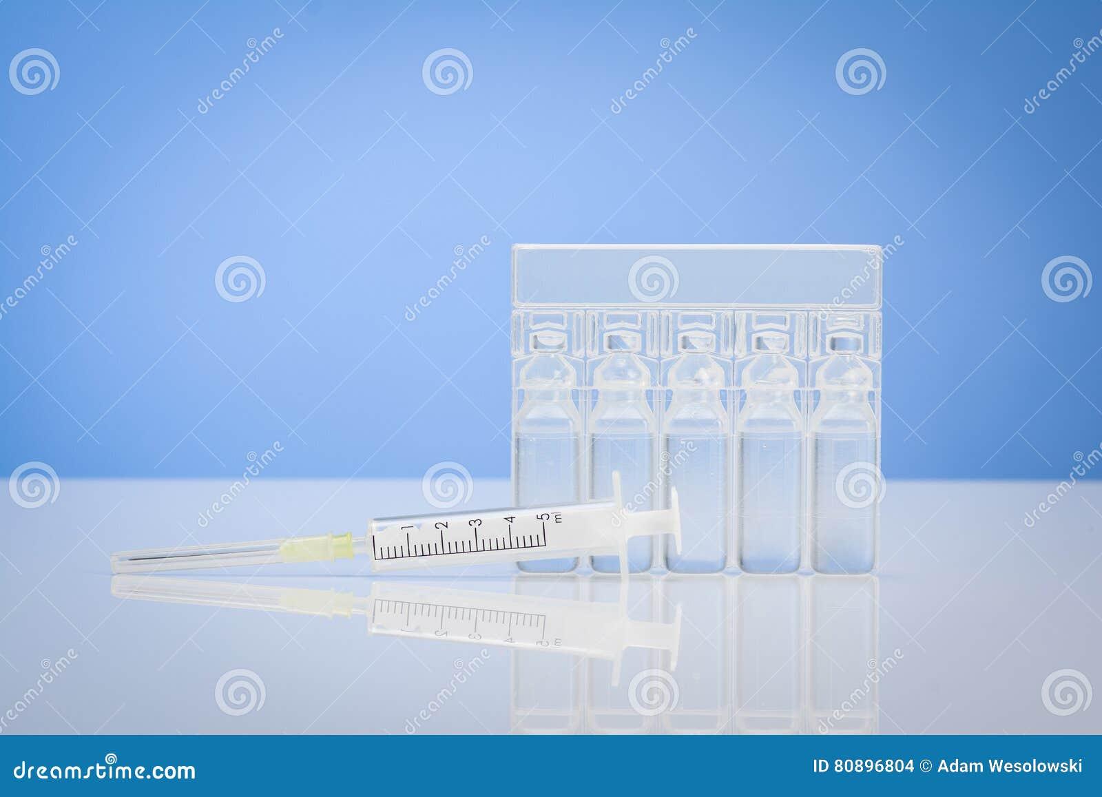Fond médical de concept sur un blanc surface réfléchie de bureau