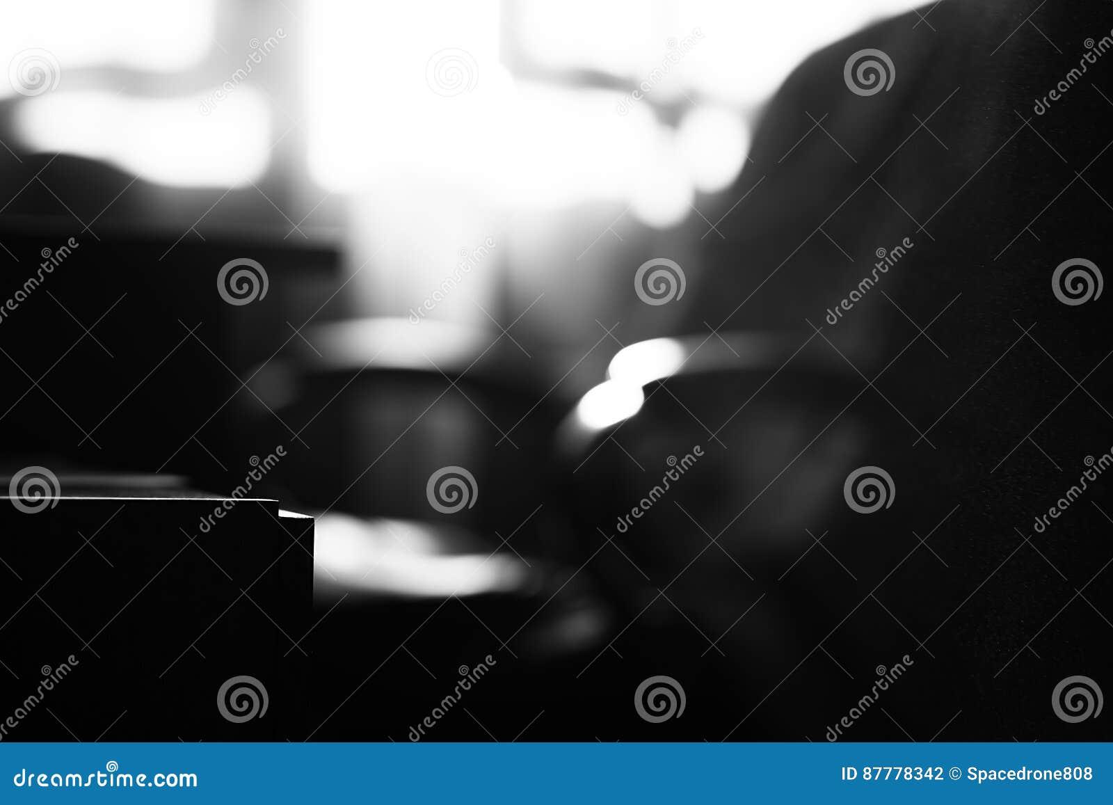 Fond poussiéreux de bokeh de chaise de bureau noir et blanc photo