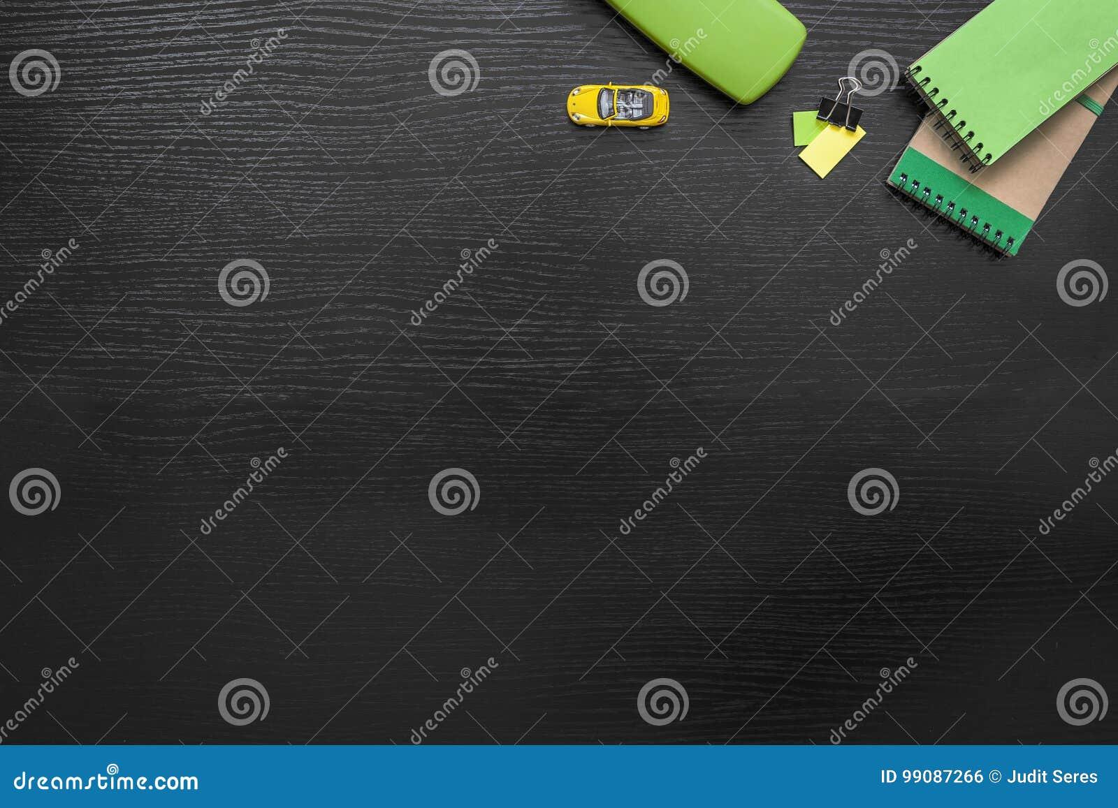 Fond vert jaune noir d affaires de bureau avec le post it