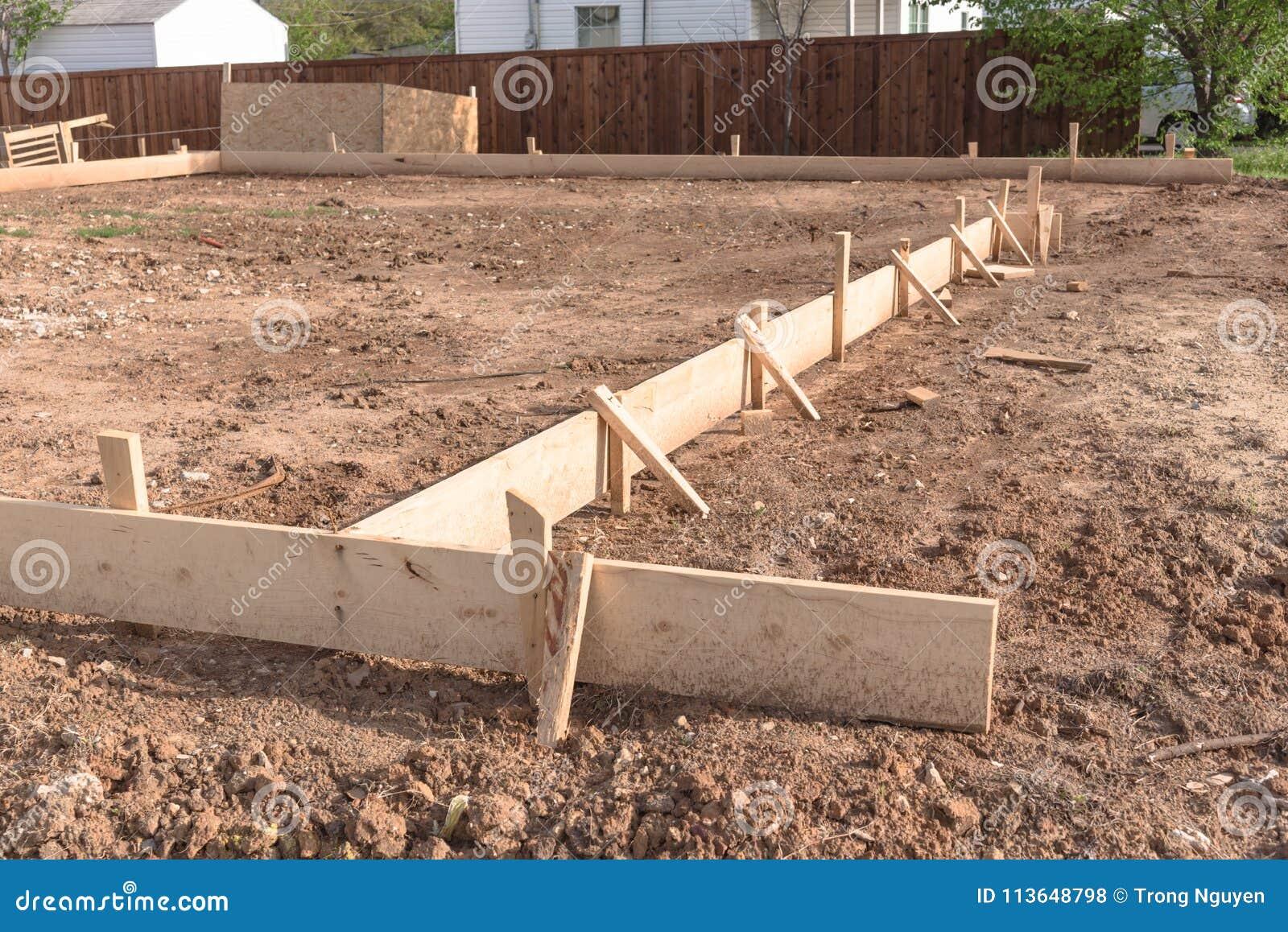 Fondamenta a soletta filtrante della cassaforma di legno per una nuova casa fotografia stock - Fondamenta casa ...