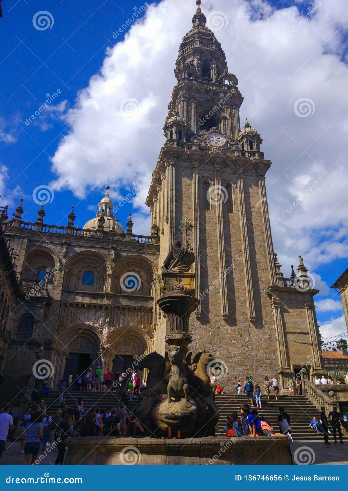 Fonde dos cabalos fontanna konie w Santiago De Compostela, Galicia, Hiszpania, z katedrą przy tłem