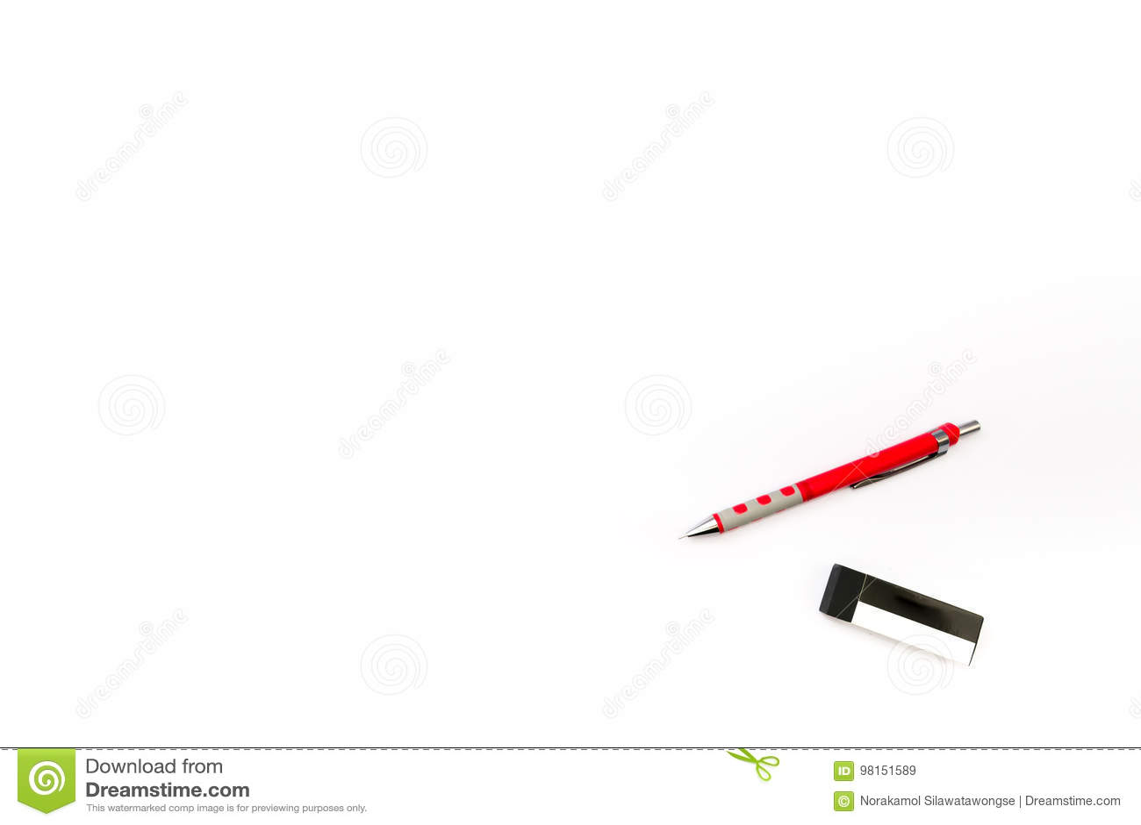 Fondo aislado del lápiz y del borrador
