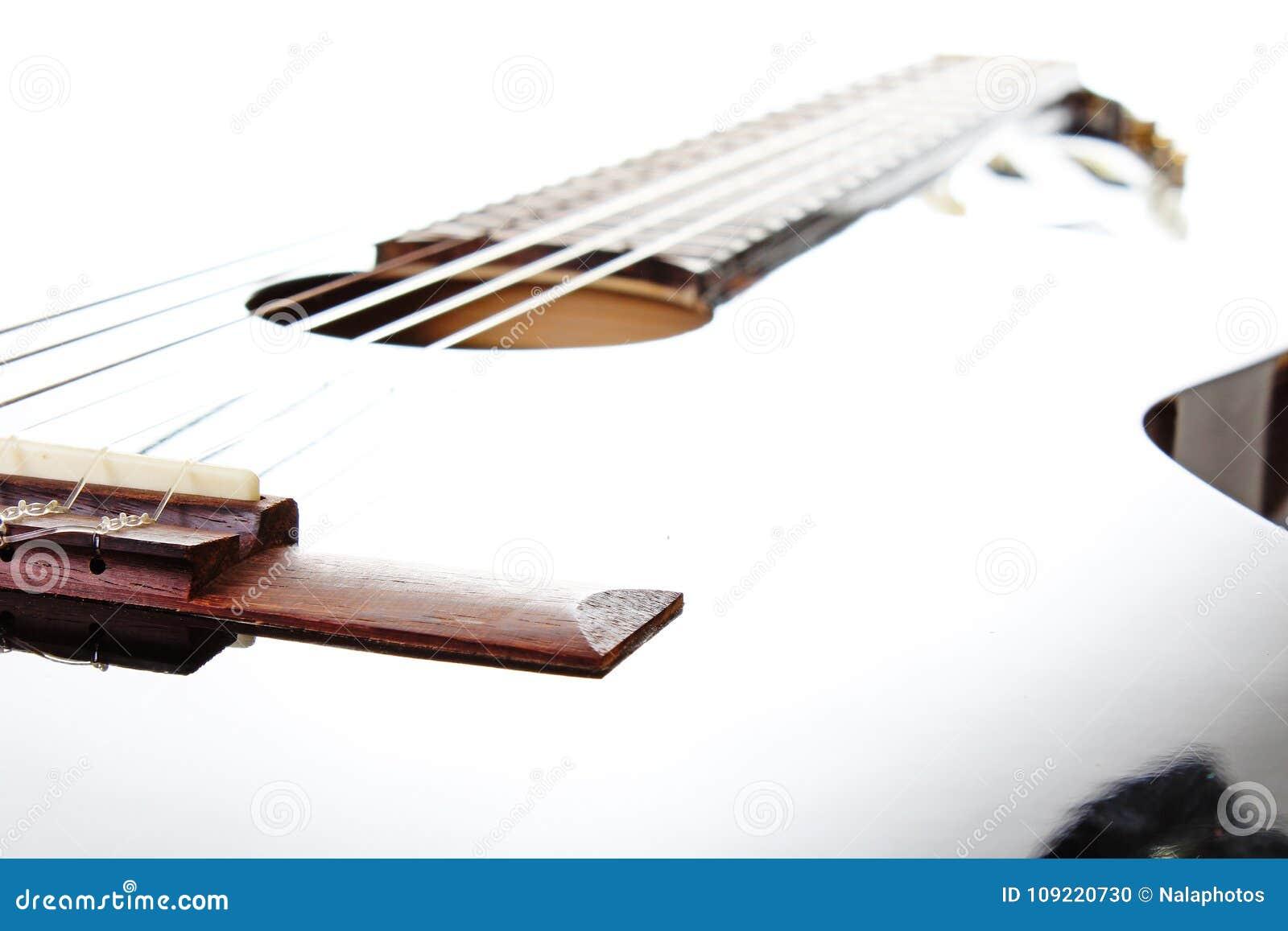 Fondo artsy del POV de la guitarra Ejemplo de la música Primer blanco y negro de la guitarra