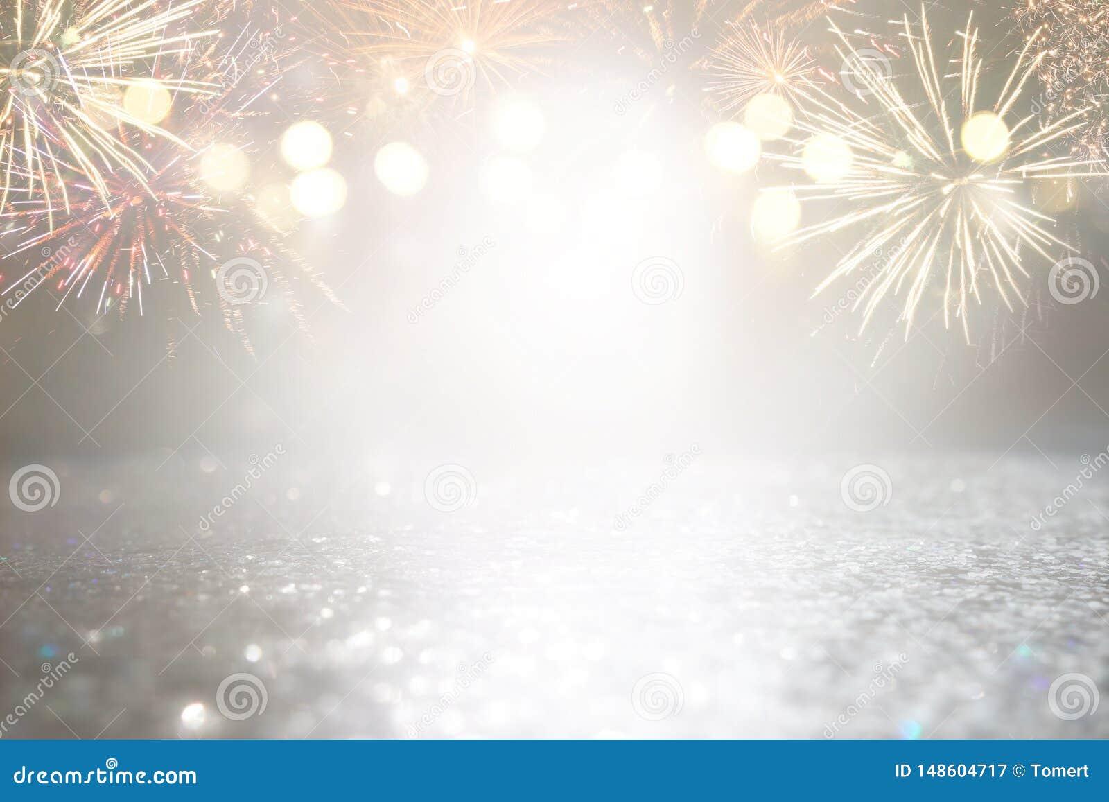 Fondo astratto di scintillio dell argento e dell oro con i fuochi d artificio notte di Natale, quarta del concetto di festa di lu