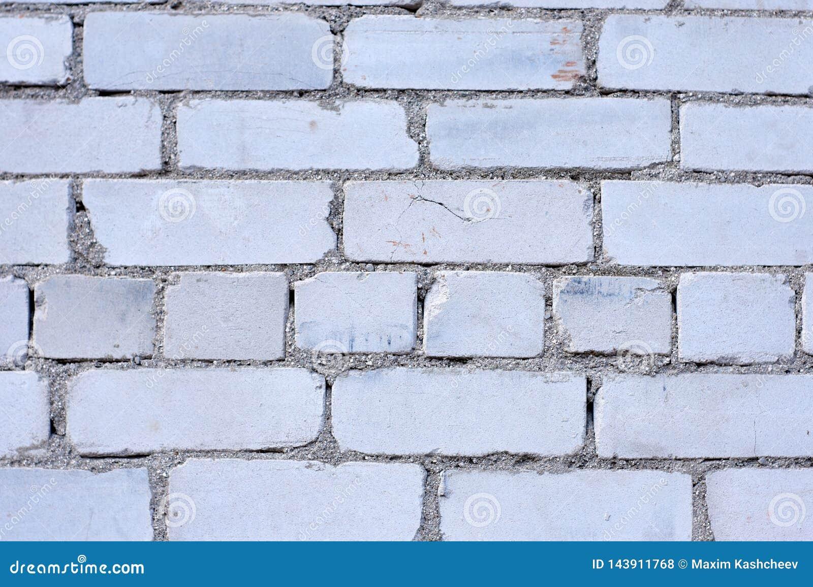 Fondo blanco de la pared de ladrillo en sitio rural,