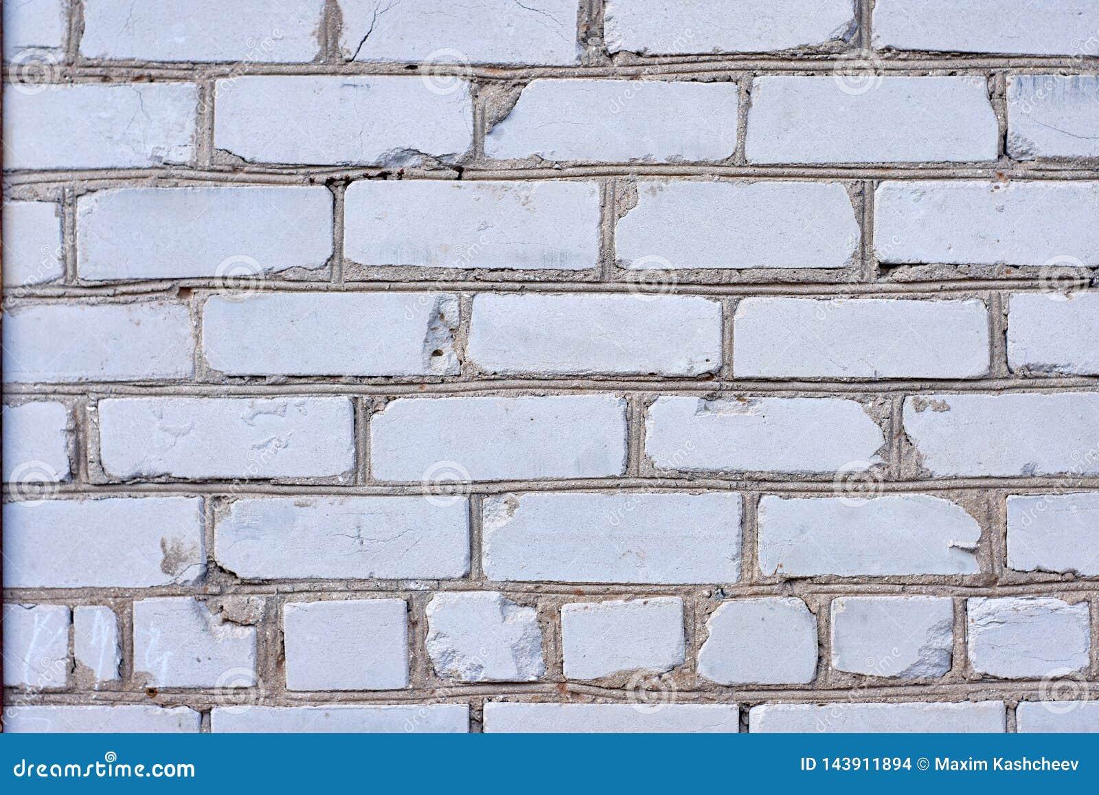 Fondo blanco de la pared de ladrillo en sitio rural