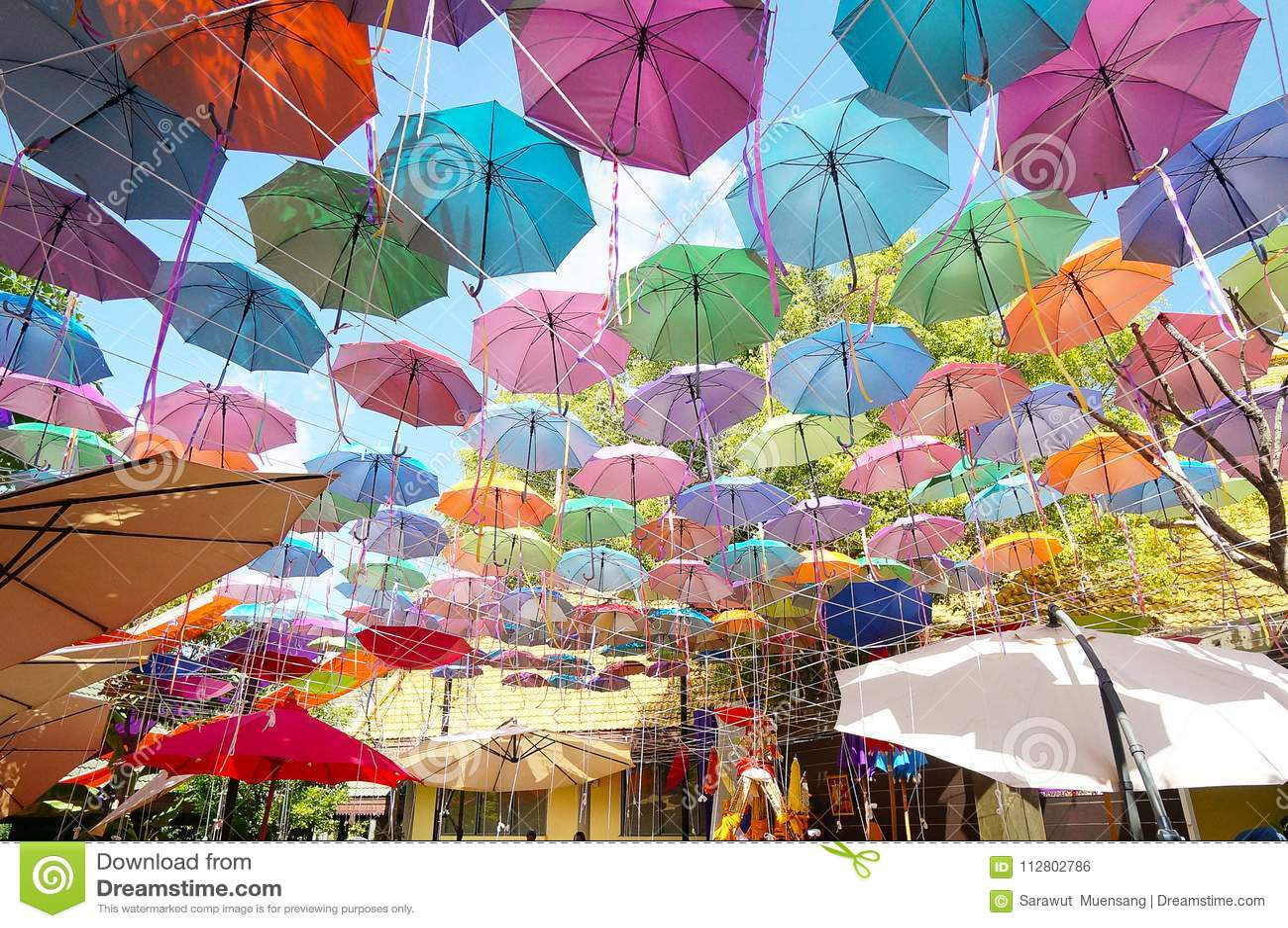 Fondo colorido de los paraguas