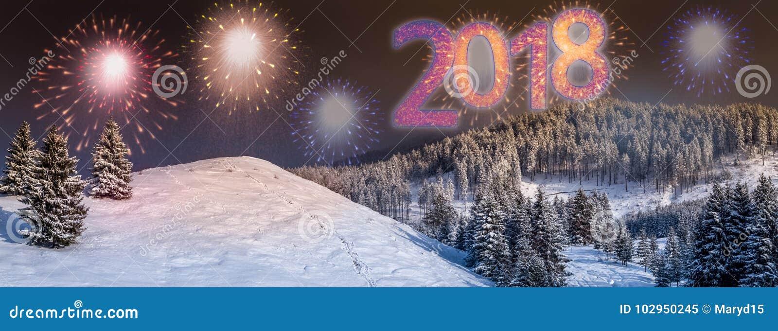 Fondo con colorido, fuegos artificiales de la víspera del ` s del Año Nuevo 2018 del partido