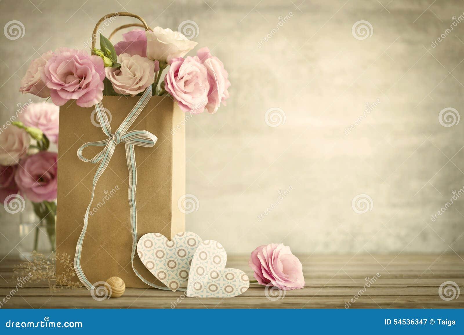 5fd690597b5c Fondo De La Boda Con Las Flores Y Los Corazones - Styl De Las Rosas ...