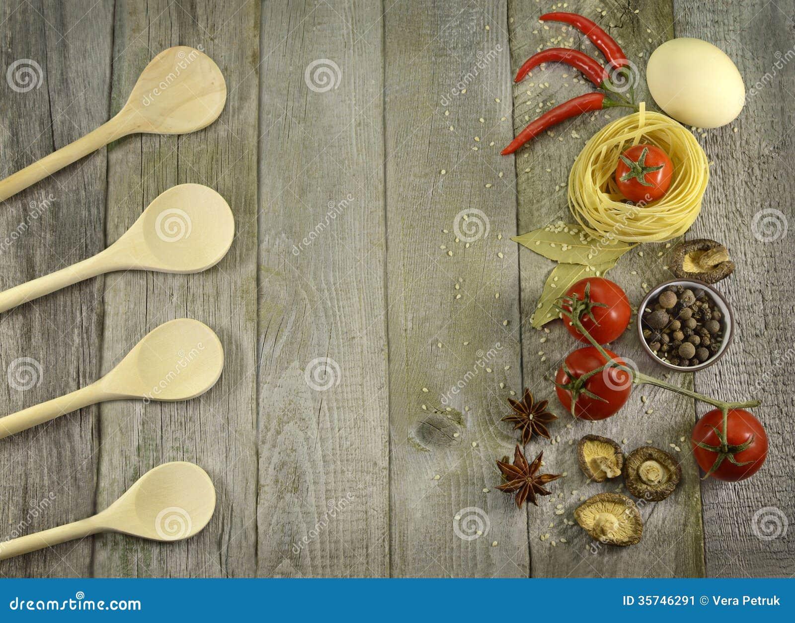 Fondo Cocina | Fondo De La Cocina Con Las Cucharas Y La Comida Imagen De Archivo