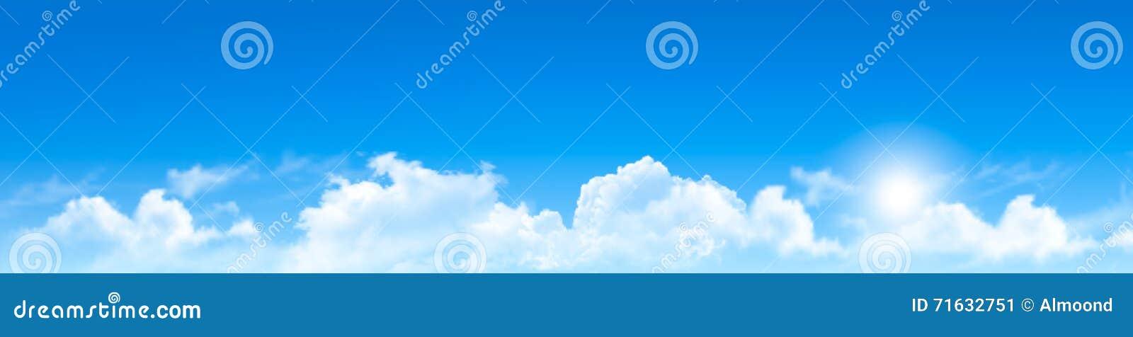 Fondo de la naturaleza con el cielo azul y las nubes