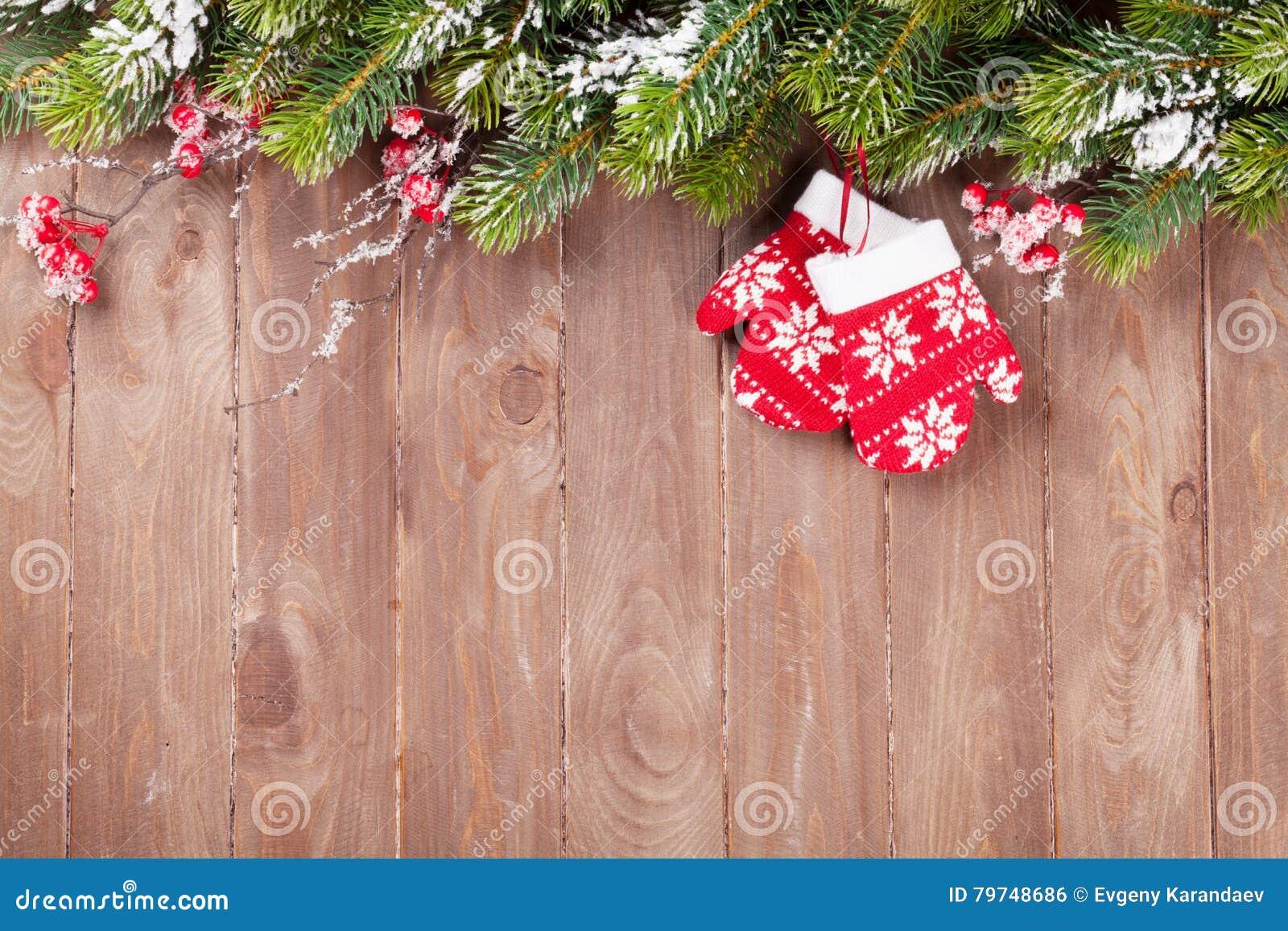 Fondo de la Navidad con el árbol de abeto y la decoración
