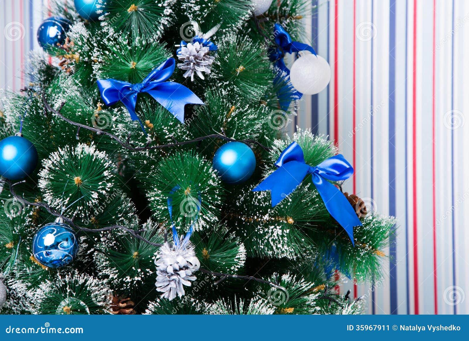 Fondo de la Navidad de luces de-enfocadas