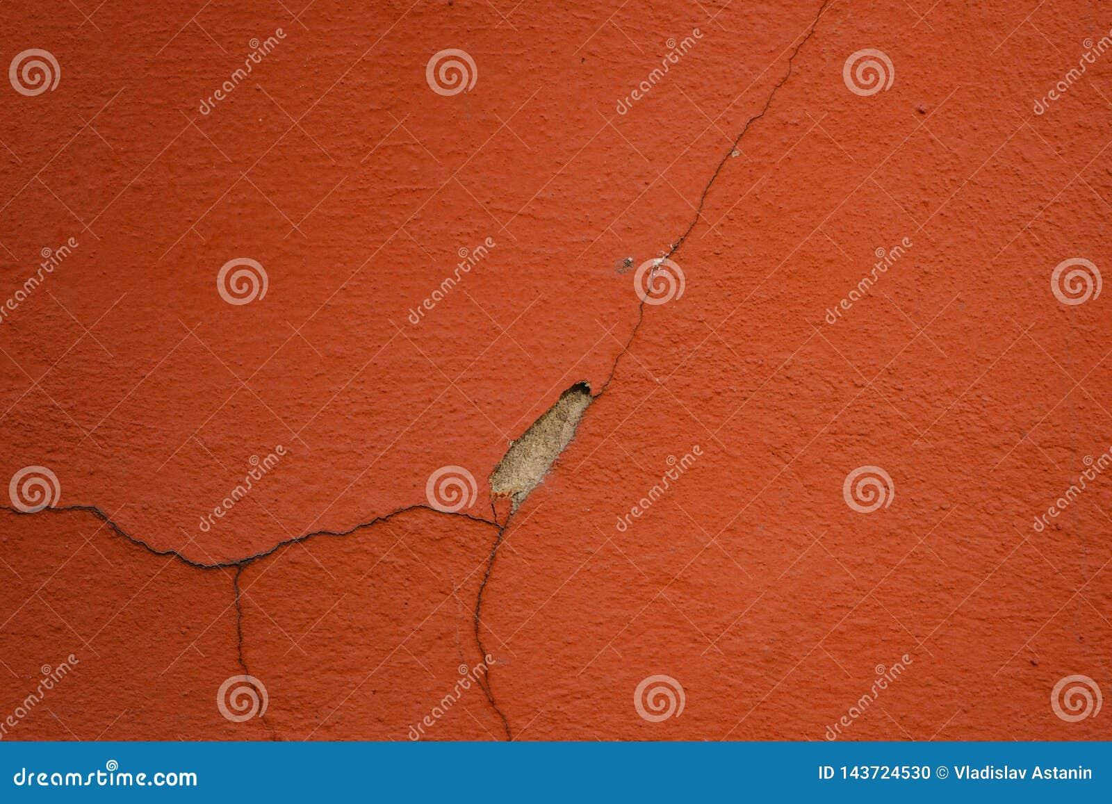 Fondo de la pared con rojo pelado de la pintura