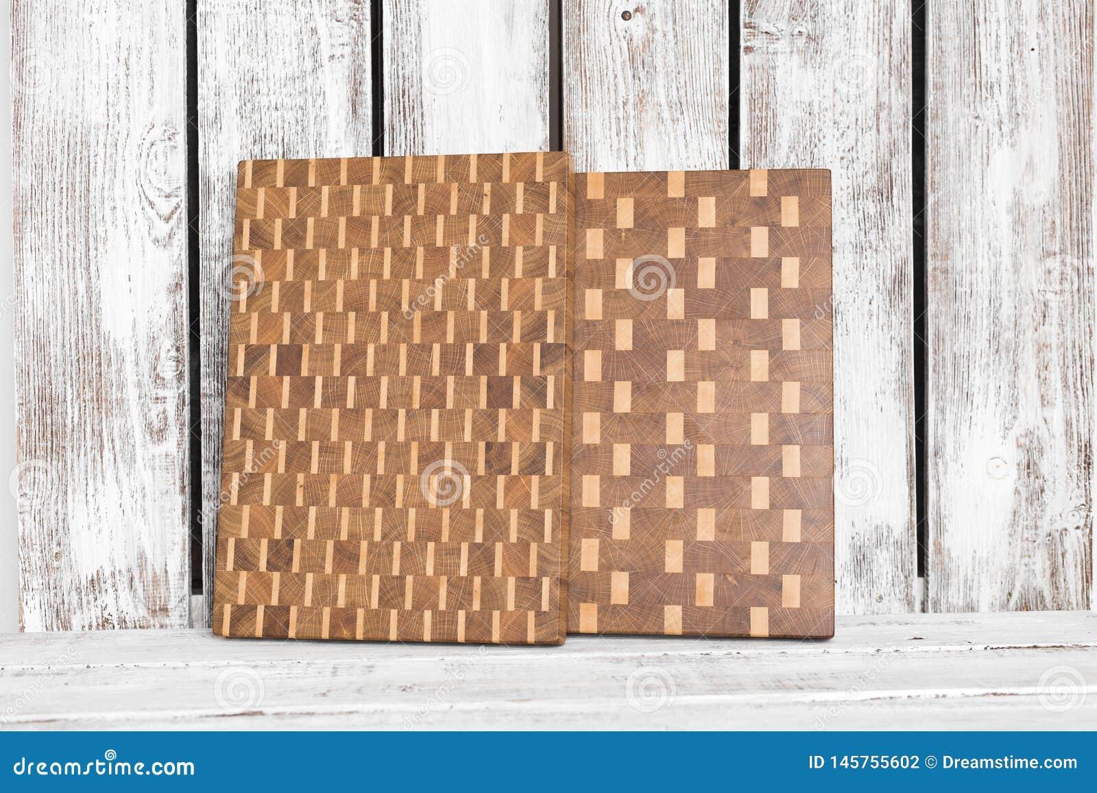 Fondo de la tabla de cortar de la cocina hecha del pedazo m?ltiple de bamb?
