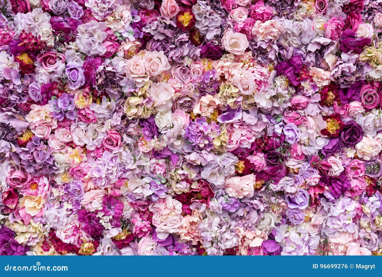 Fondo de la textura de la flor para casarse escena Rosas, peonías y hortensias, flores artificiales en la pared