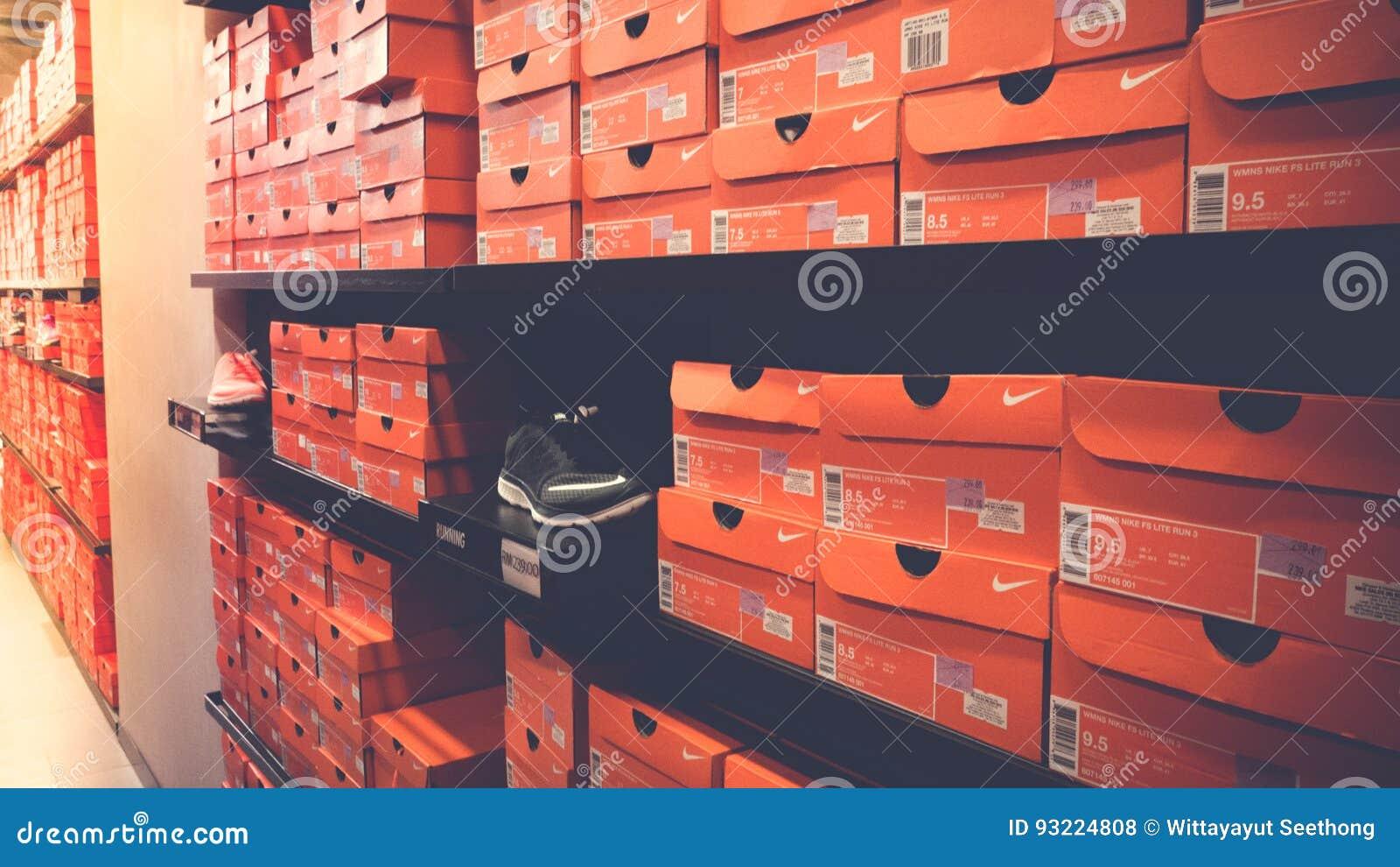 Foto De Apiladas Cajas Zapatos Fondo Archivo Nike Las 8n4dqgY
