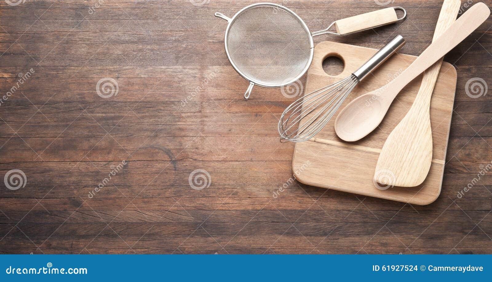 Fondo de madera de utensilios de cocinar