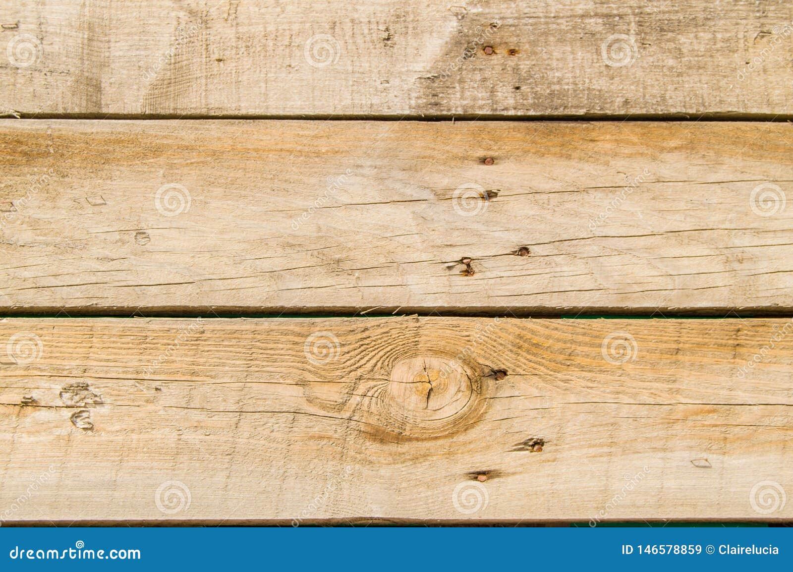 Fondo de madera oscuro de los viejos tableros oscuros del grunge del primer con la textura de madera de los clavos oxidados, supe