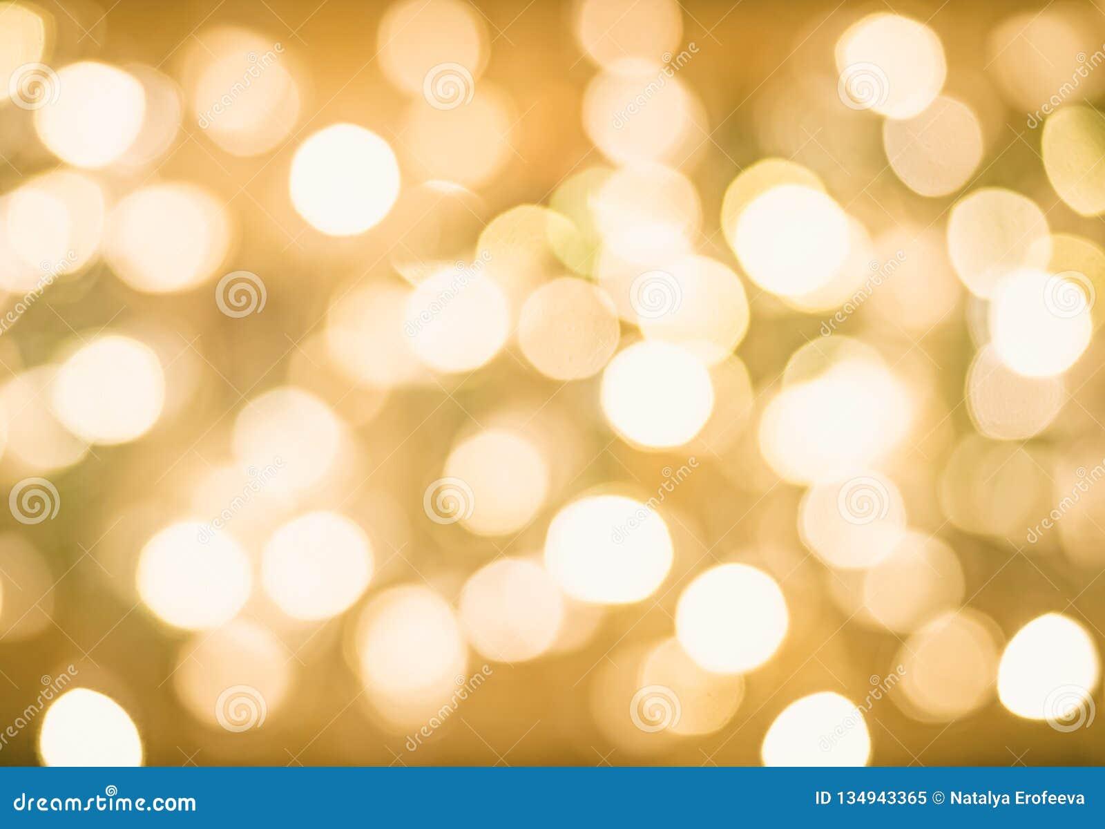 Fondo de oro que brilla intensamente borroso de la Navidad de Bokeh Luces de la Navidad Brillo del extracto del Año Nuevo del día